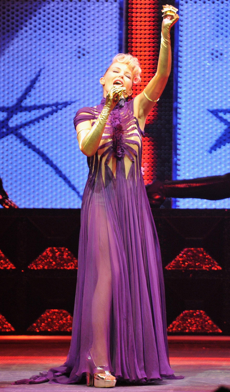 16567_Kylie_Minogue_KylieX2008_Performance_050608_021_122_915lo.jpg