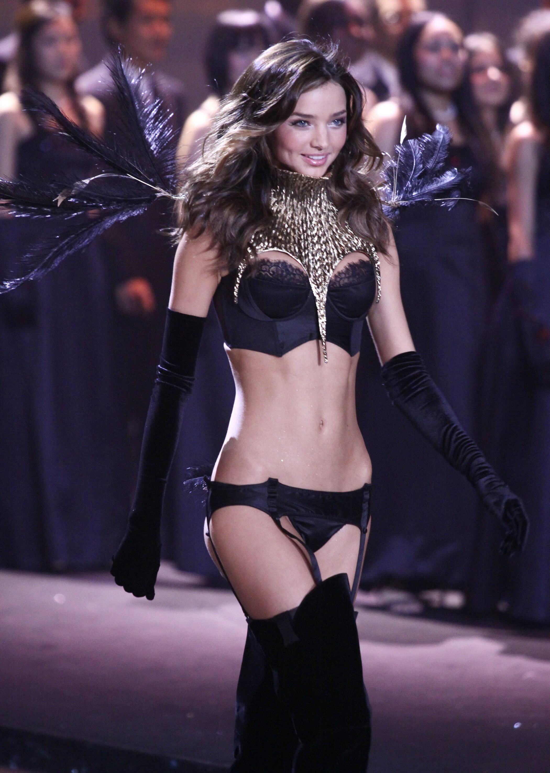 41483_miranda_kerr_VS_Fashion_Show-9_122_27lo.jpg