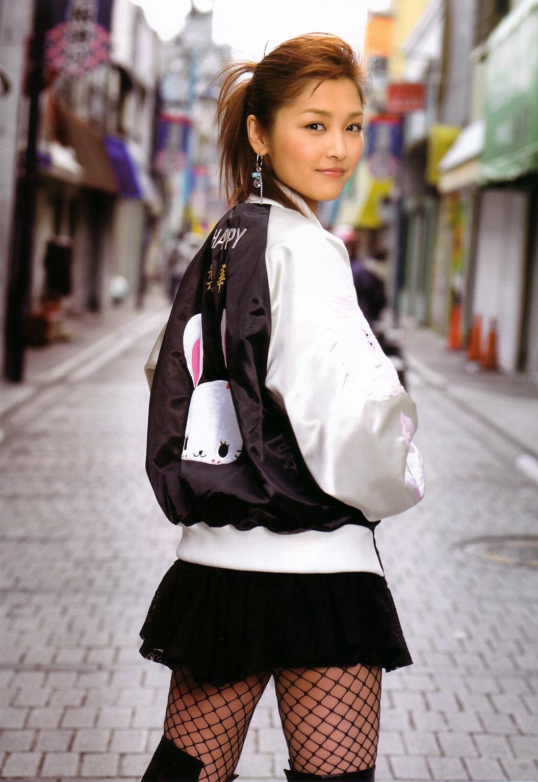 86719_Rika_Ishikawa_Happy006_122_847lo.jpg