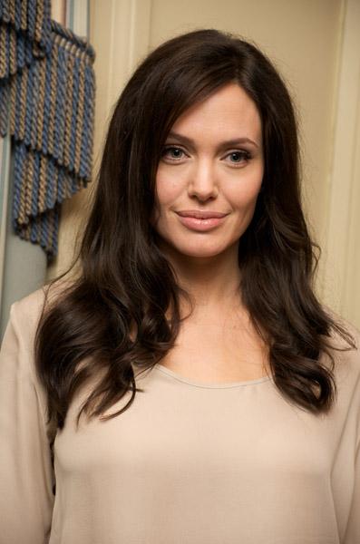 09471_Celebutopia-Angelina_Jolie-Vera_Anderson_portraits_session-06_122_1014lo.jpg