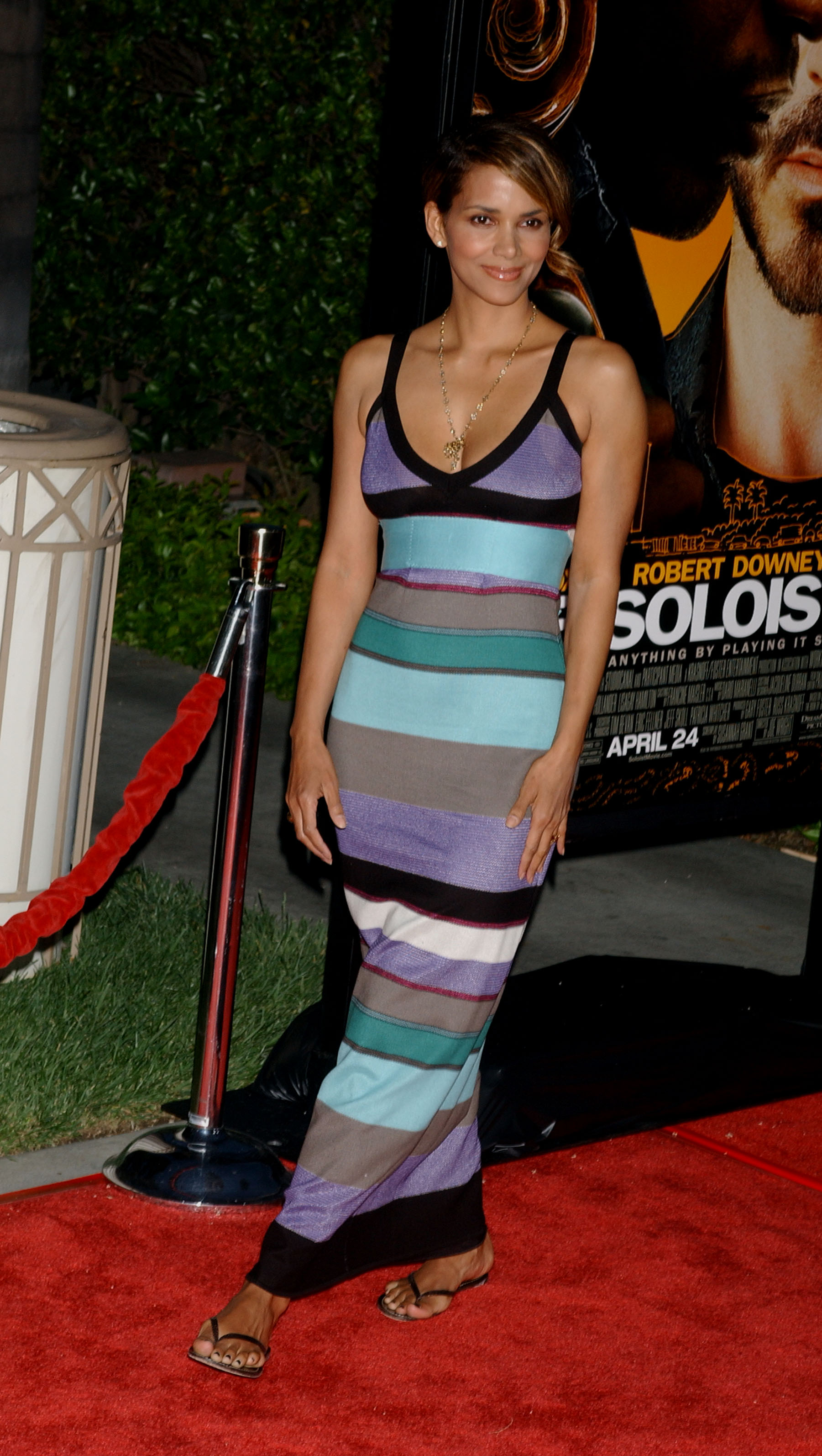 68784_Halle_Berry_The_Soloist_premiere_in_Los_Angeles_50_122_491lo.jpg