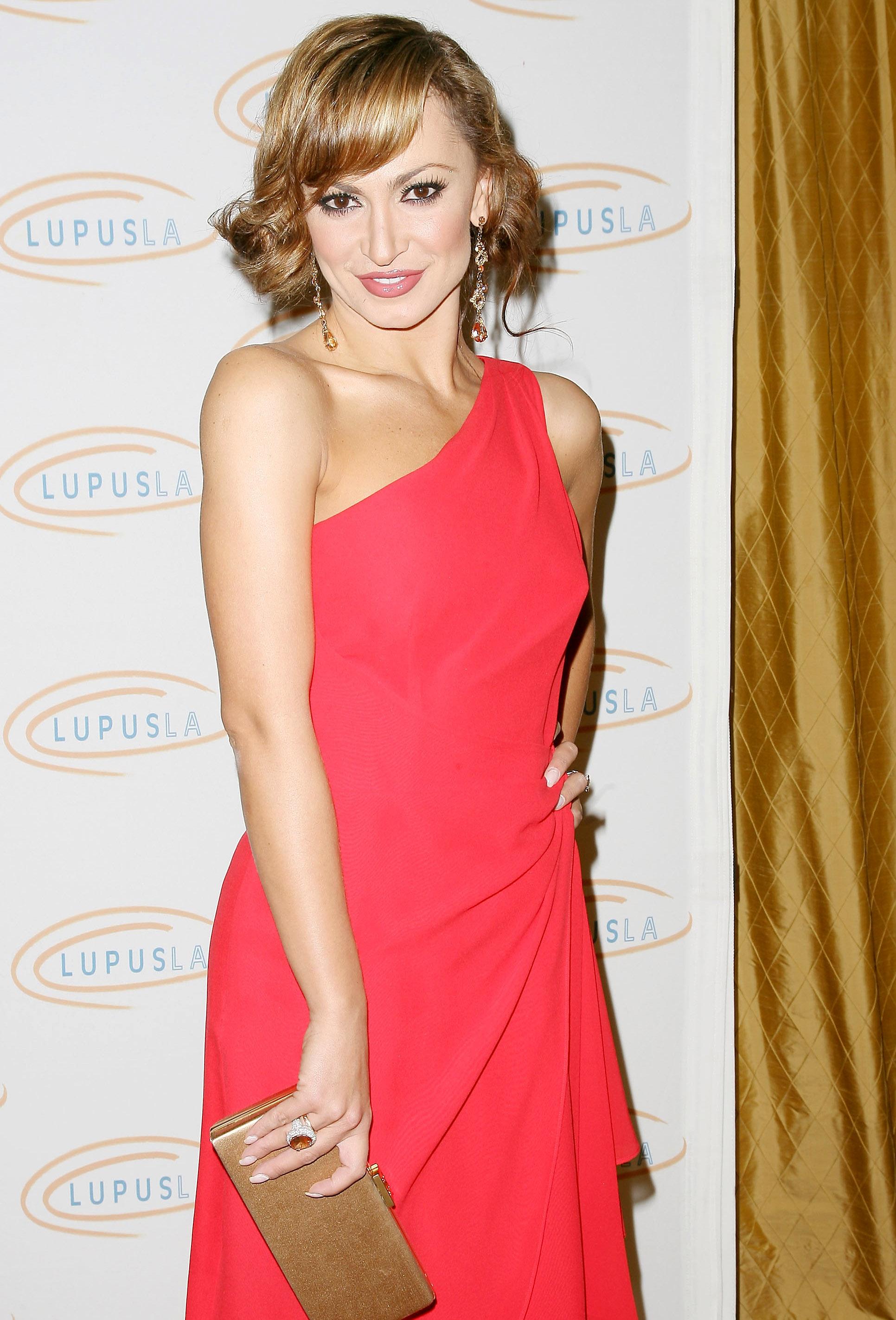 31077_Karina_Smirnoff_2008-11-07_-_Lupus_LA7s_Sixth_Annual_Hollywood_Bag_Ladies_Luncheon_in_Beverly_H_2219_122_802lo.jpg