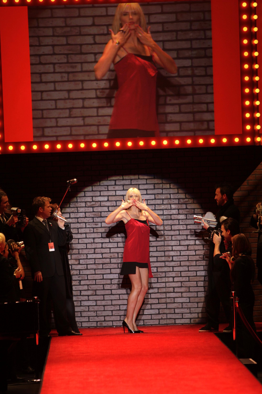 91730_Celebutopia-Heidi_Klum-The_Heart_Truth78s_Red_Dress_Collection_fashion_show_Runway-01_122_901lo.jpg