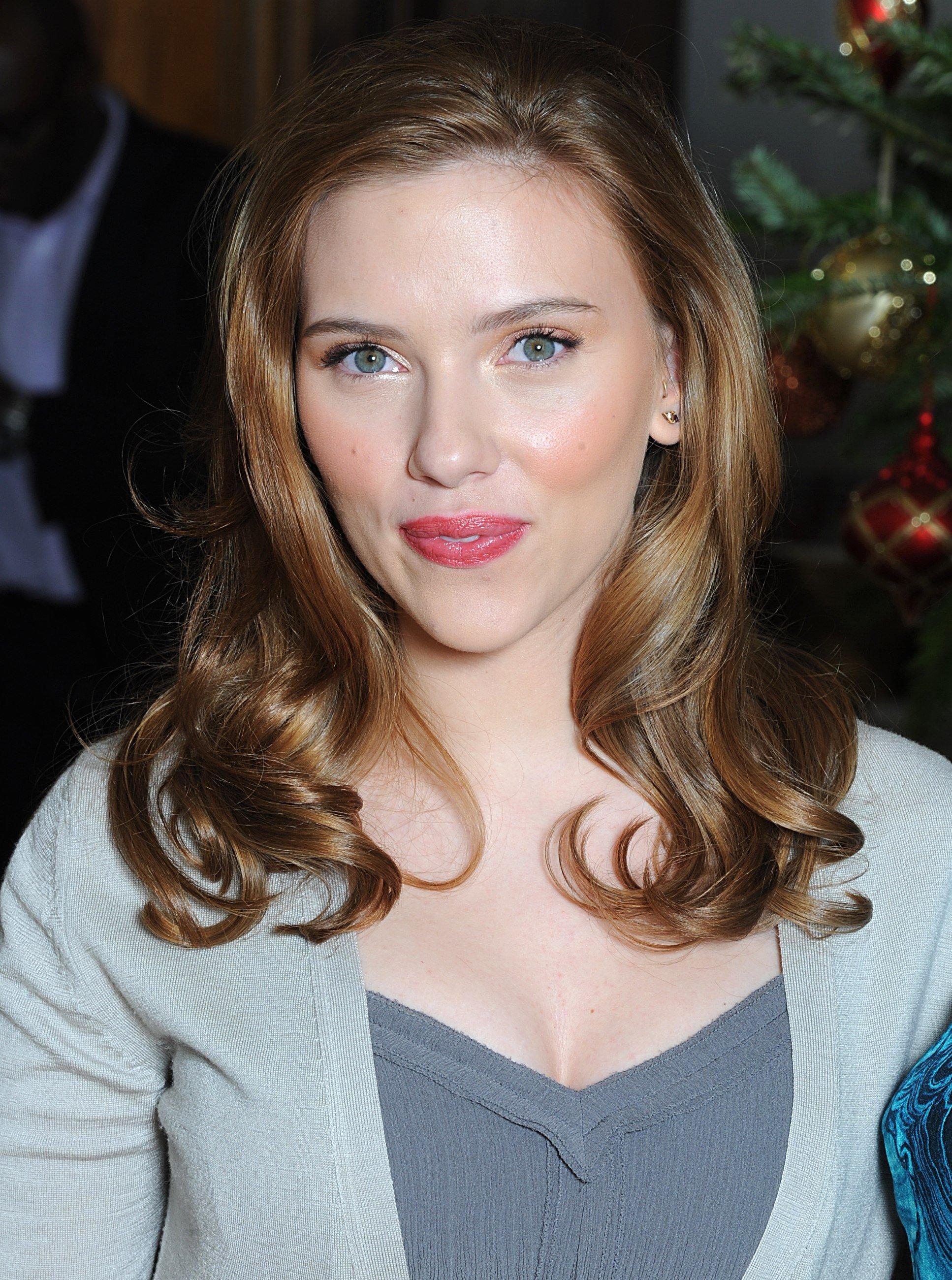 16132_Celebutopia-Scarlett_Johansson-The_Spirit_photocall_in_London-02_122_1006lo.jpg