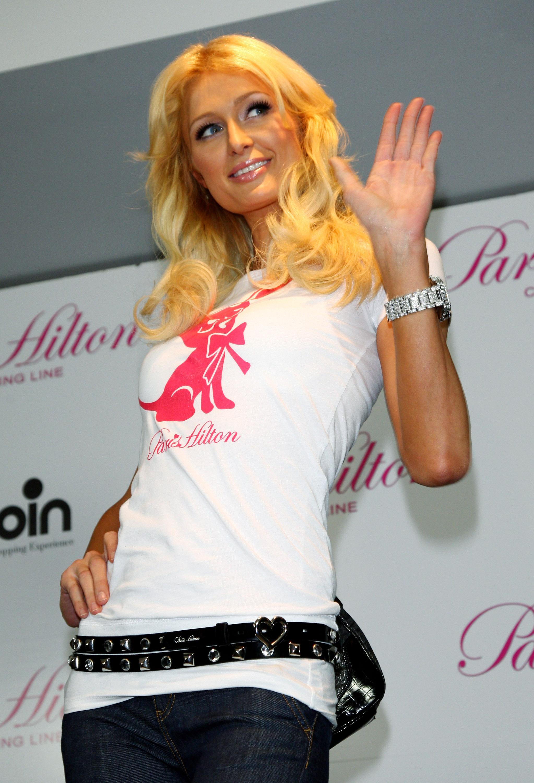 11696_Celebutopia-Paris_Hilton-Launch_of_Paris_Hilton_clothing_line-39_122_1081lo.jpg