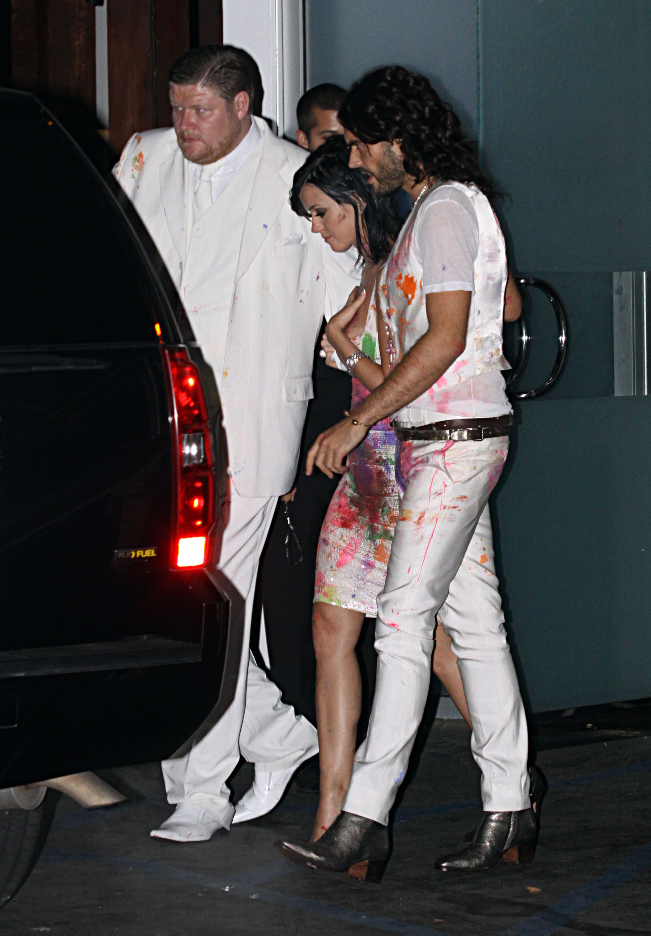 74463_Katy_Perry_celebrates_her_25th_birthday_at_Sunset_Beach_in_Hollywood-3_122_255lo.jpg