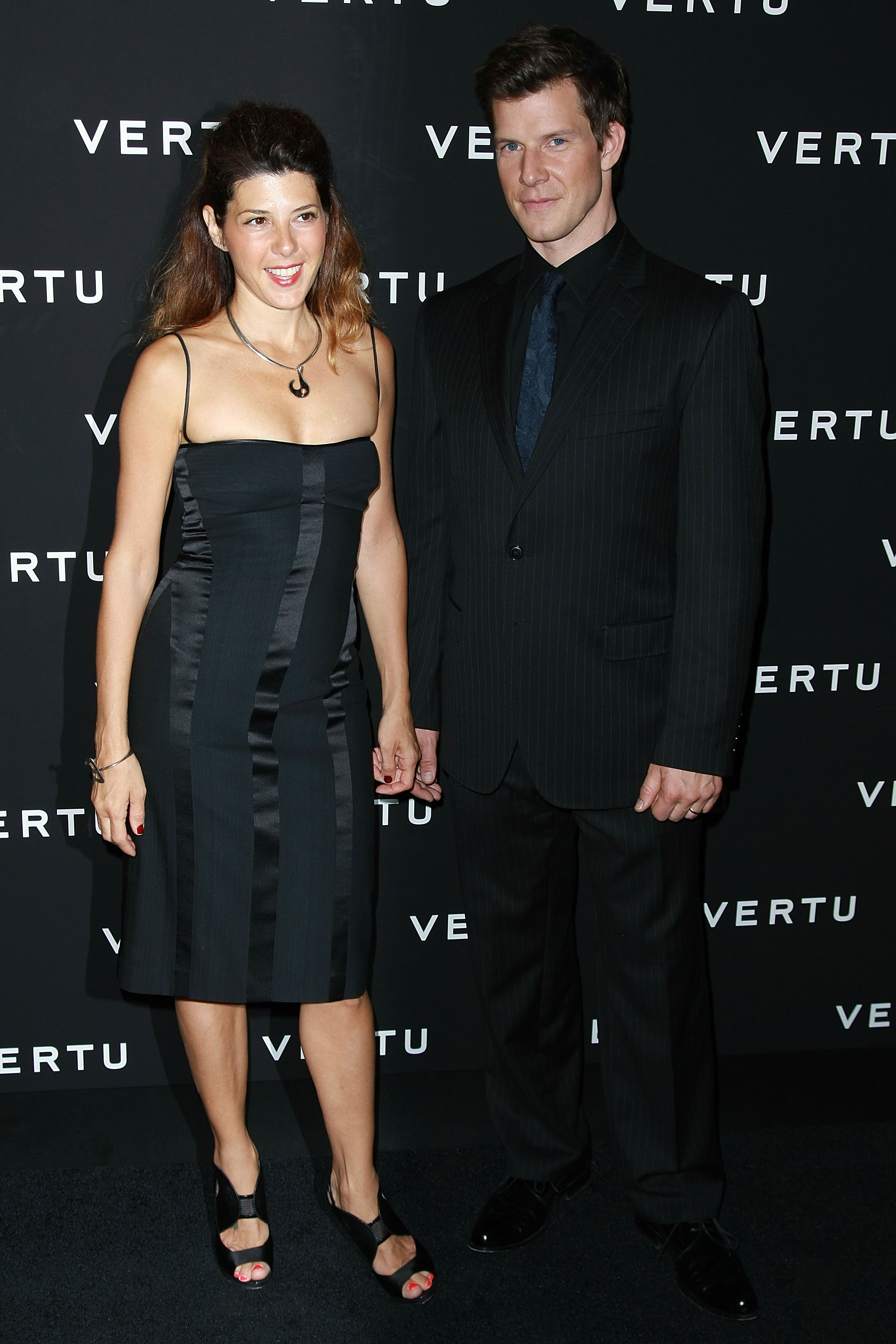 17442_Celebutopia-Marisa_Tomei-U.S._launch_of_Vertu5s_Signature_phone-04_122_903lo.jpg