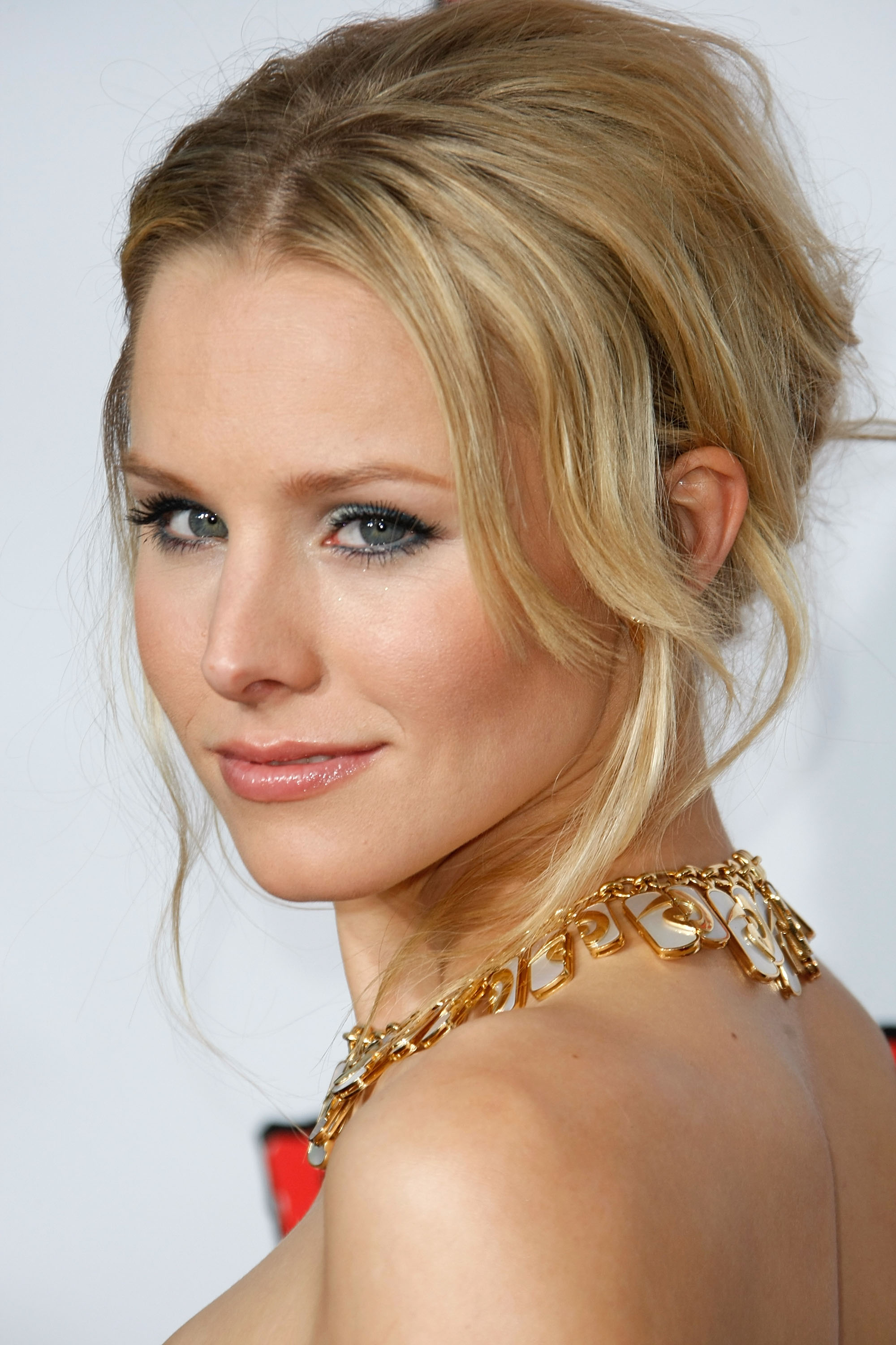 94999_Kristen_Bell-Forgetting_Sarah_Marshall_premiere_in_Hollywood_132_122_689lo.jpg