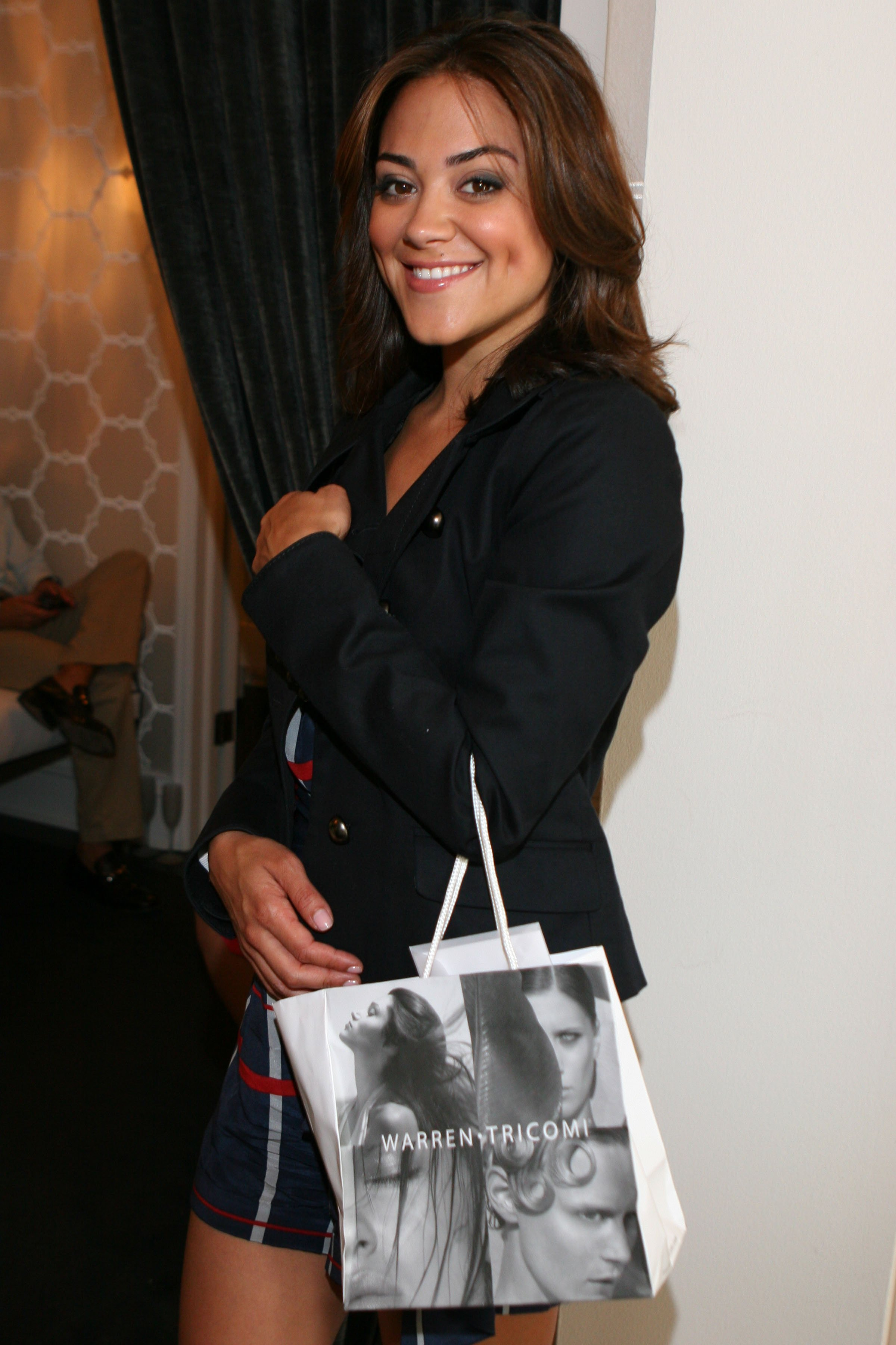 84370_Camille_Guaty_-_Kate_Somerville_Emmy_Event_CU_ISA_0004_122_827lo.jpg