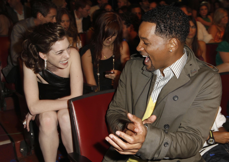 69530_Anne_Hathaway_2008-06-01_-_2008_MTV_Movie_Awards_127_122_1149lo.JPG