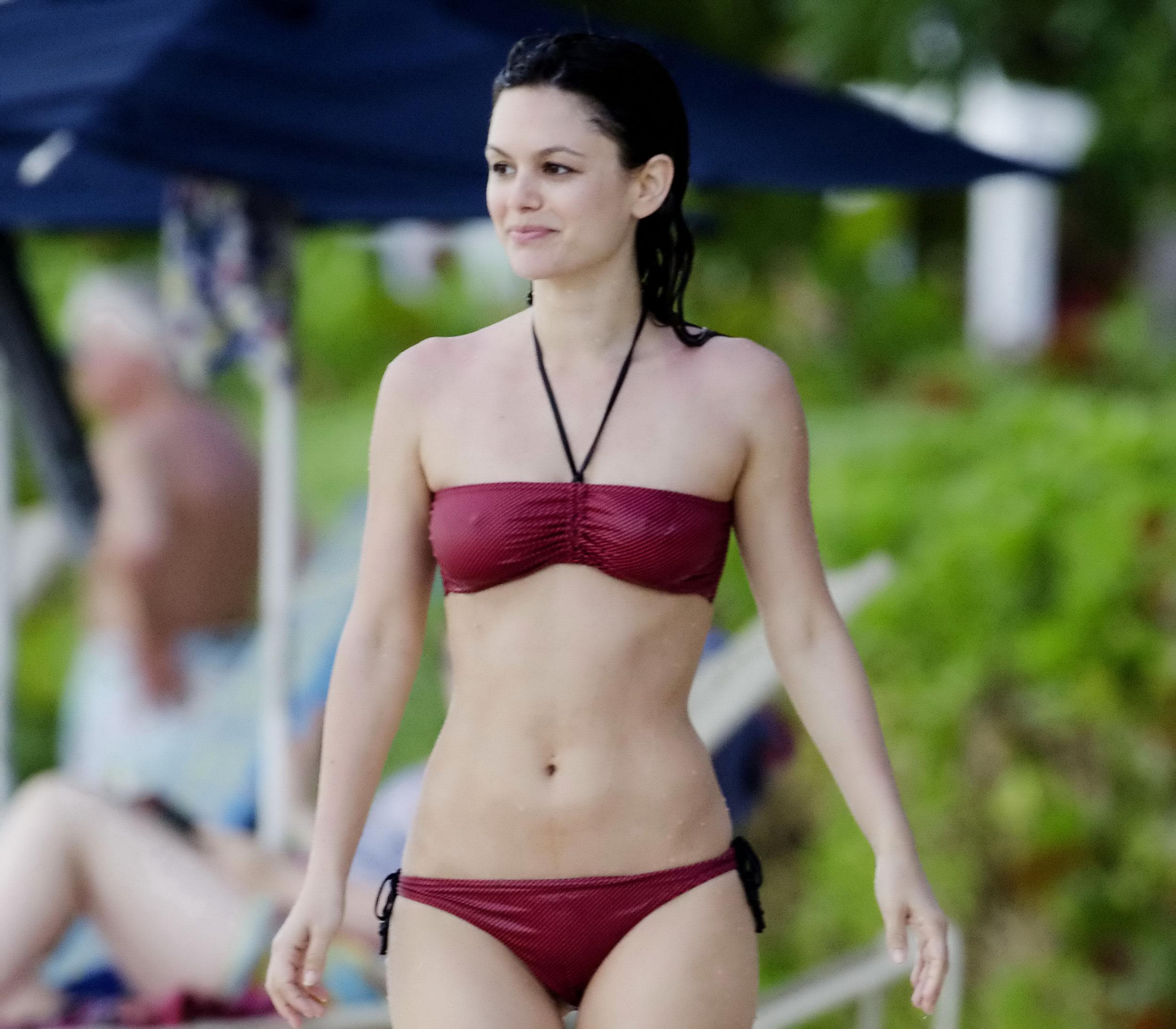 25361_RachelBilson_2011_04_23_bikinicandidsinBarbados_030_122_237lo.jpg