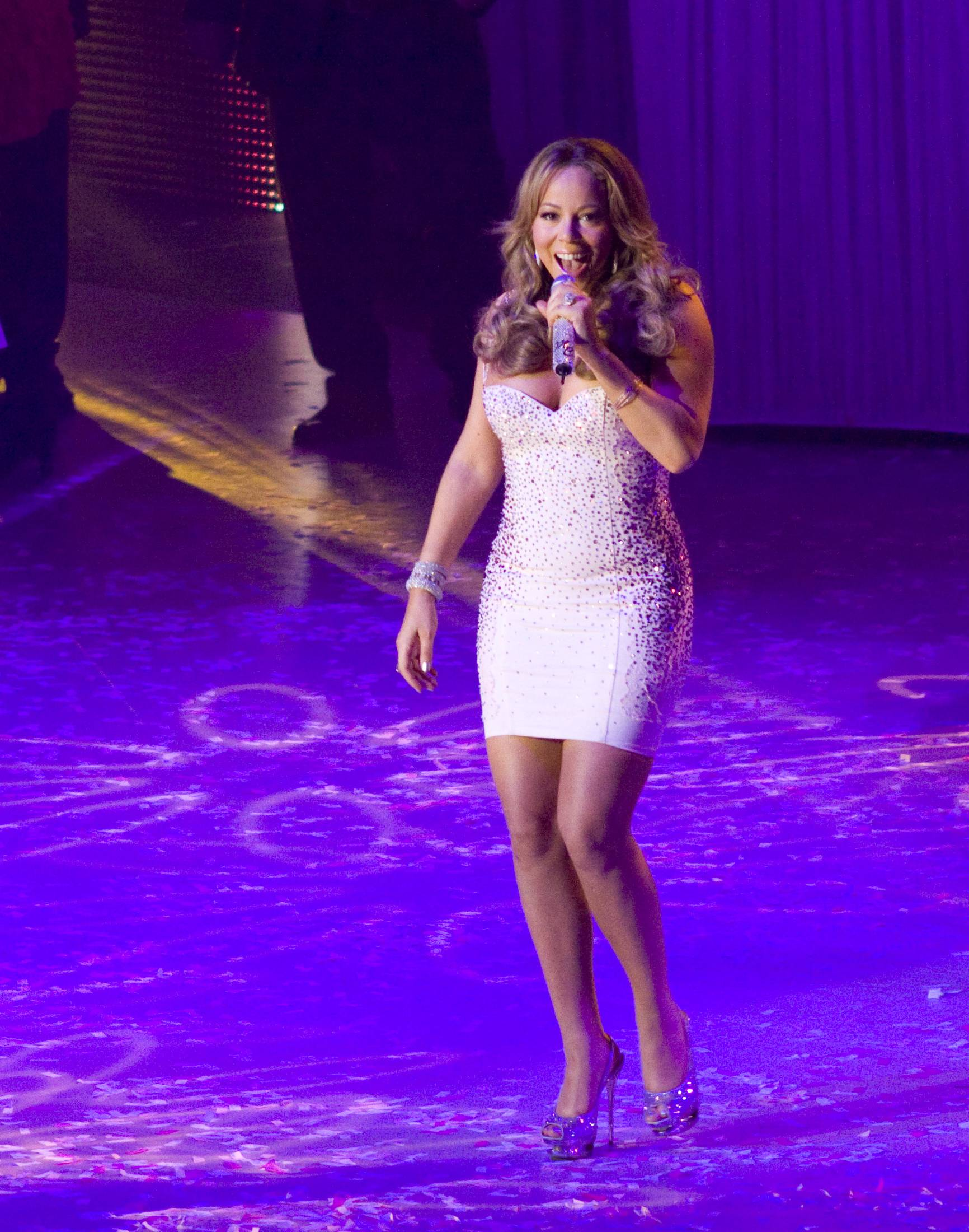 53535_Mariah_Carey_performs_at_Madison_Square_Garden_in_New_York_City-25_122_53lo.jpg