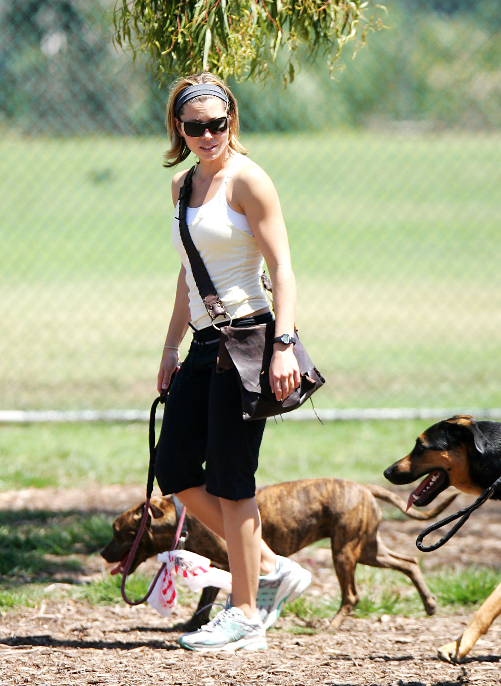 85289_Jessica_Biel_and_a_friend_walk_their_dogs_together_in_Los_Angeles_19_122_490lo.jpg