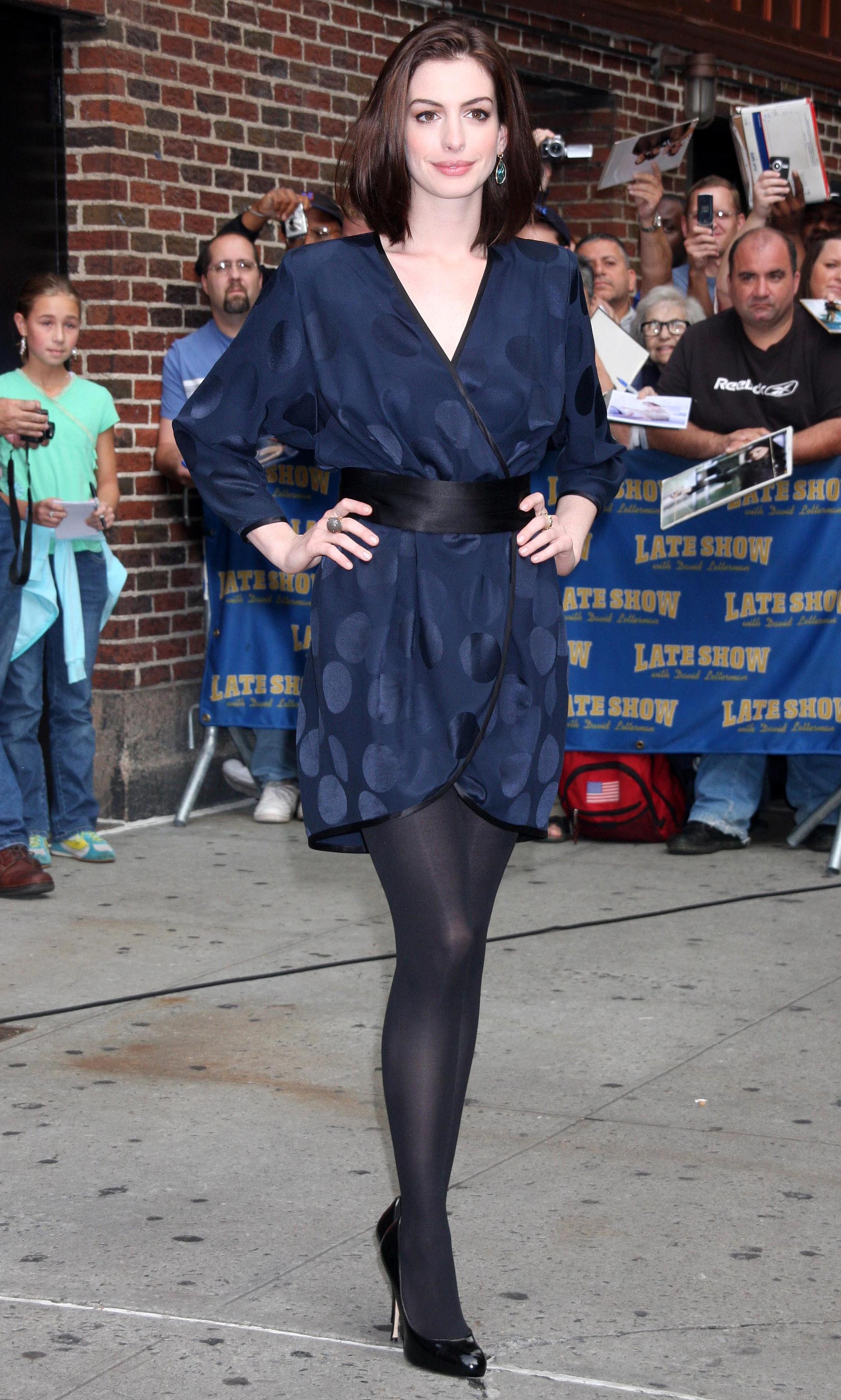 47601_Anne_Hathaway_2008-09-30_-_visits_the_Late_Show_with_David_Letterman_3211_122_686lo.jpg