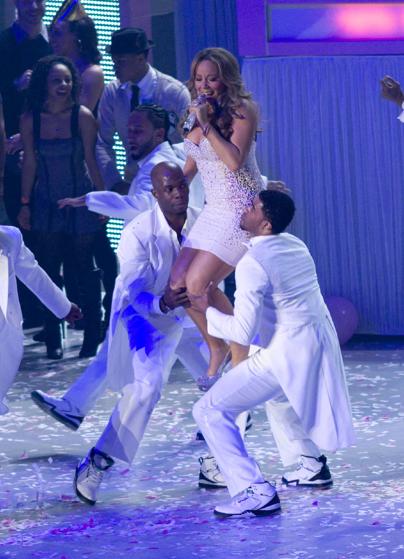 53667_Mariah_Carey_performs_at_Madison_Square_Garden_in_New_York_City-6_122_446lo.jpg