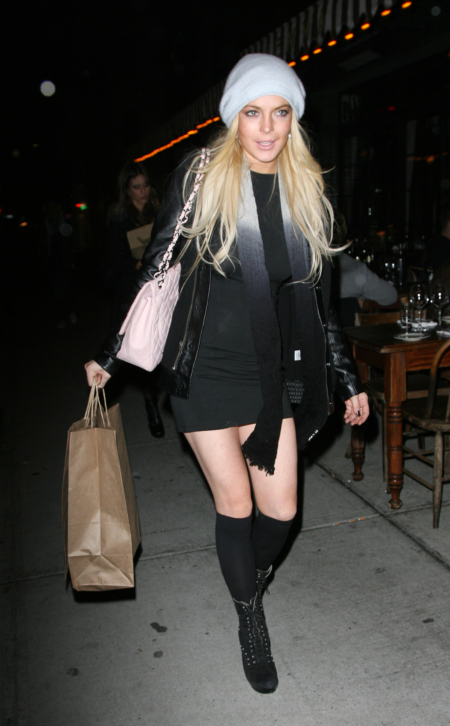 67260_Lindsay_Lohan_out_to_dinner_in_New_York_City-11_122_72lo.jpg