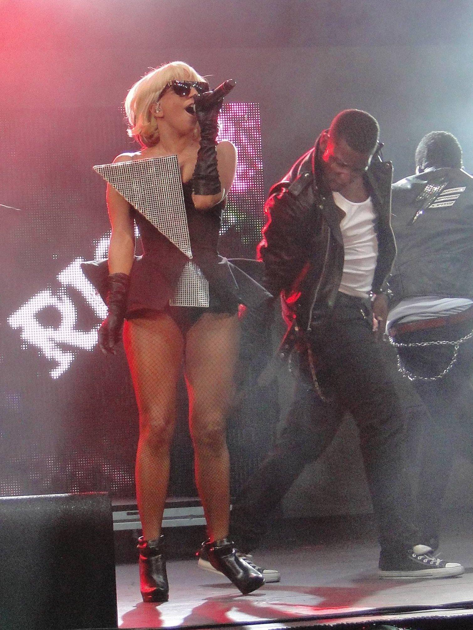 94506_Lady_Gaga_performs_at_KISS_FMs_Wango_Tango-2_122_124lo.jpg