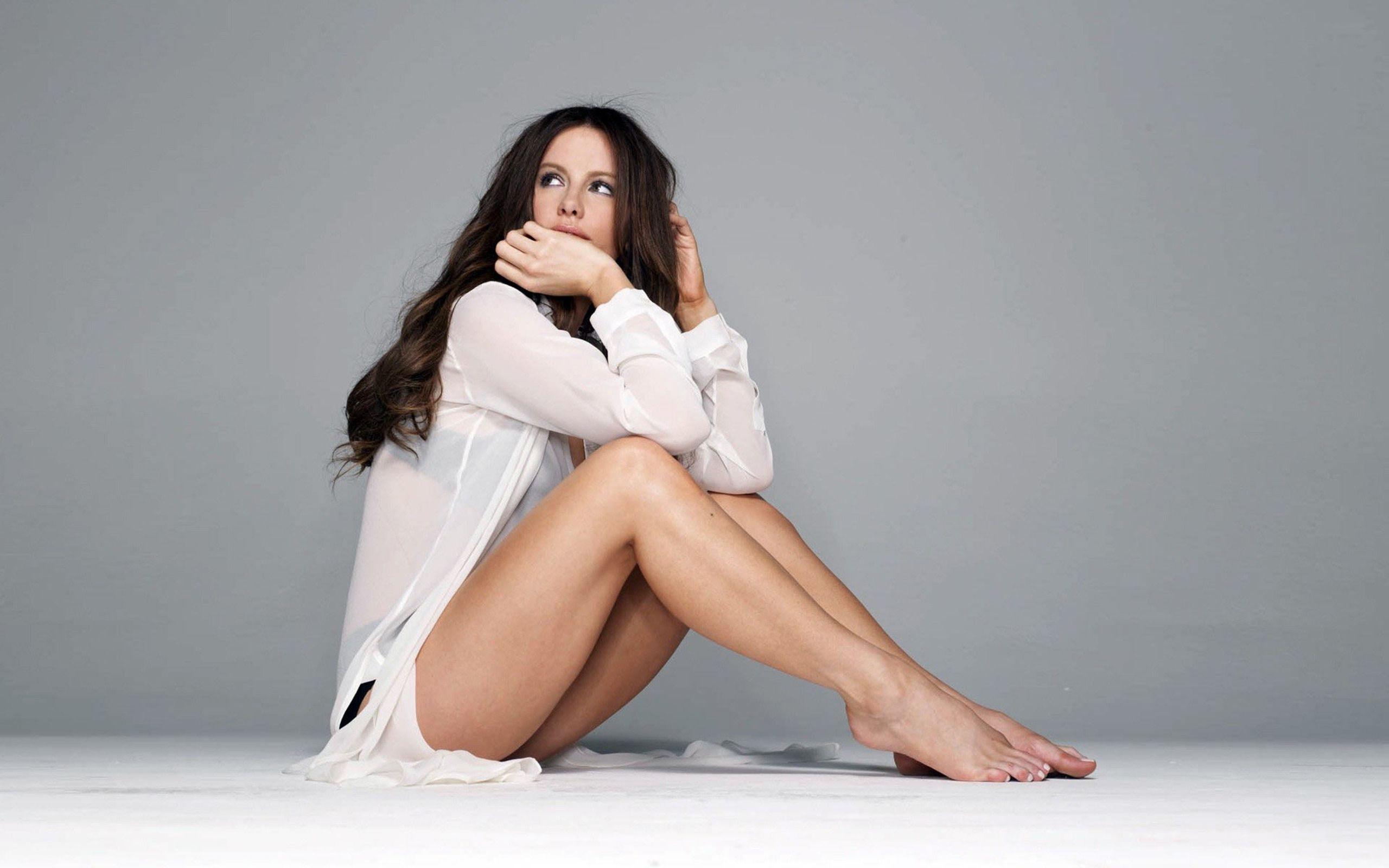 829004565_Kate_Beckinsale_Legs_Actress_122_207lo.jpg