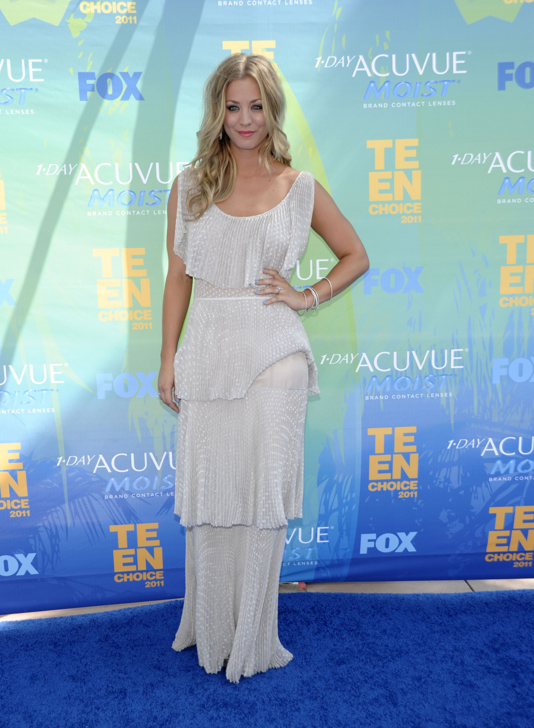969550673_Kaley_Cuoco_2011_Teen_Choice_Awards6_122_567lo.jpg