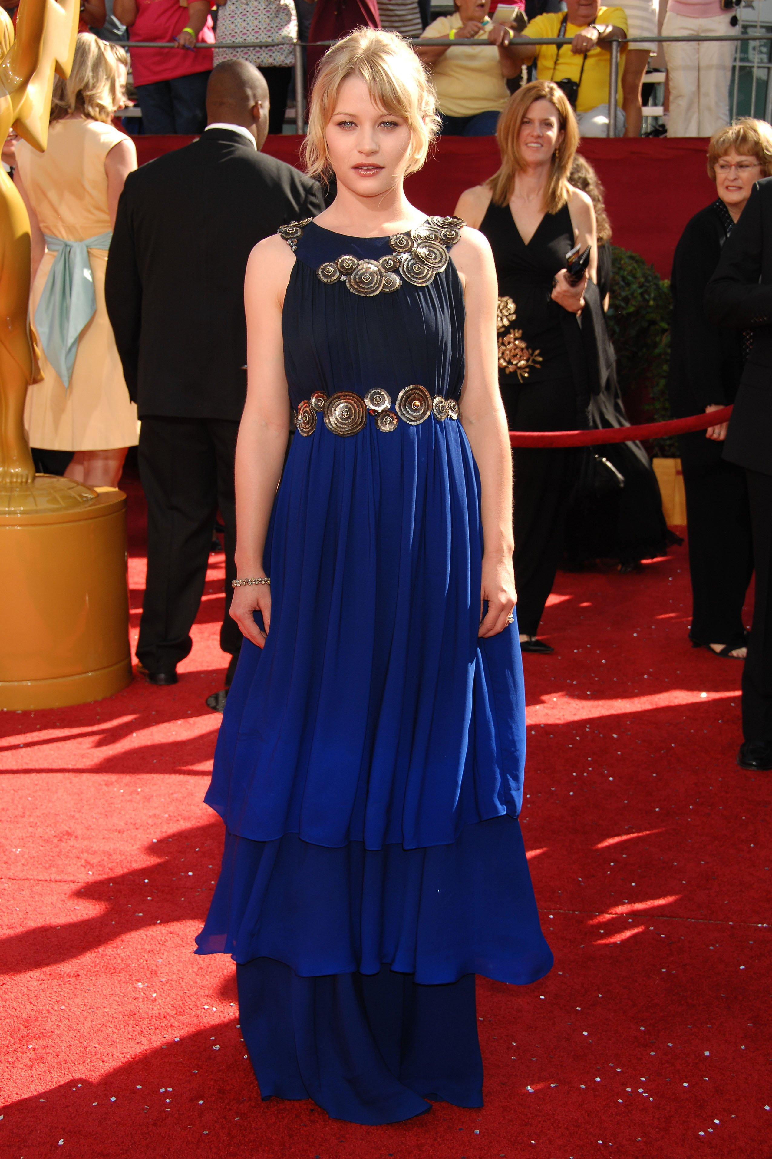 48270_Celebutopia-Emilie_de_Ravin_arrives_at_the_60th_Annual_Primetime_Emmy_Awards-06_122_949lo.JPG