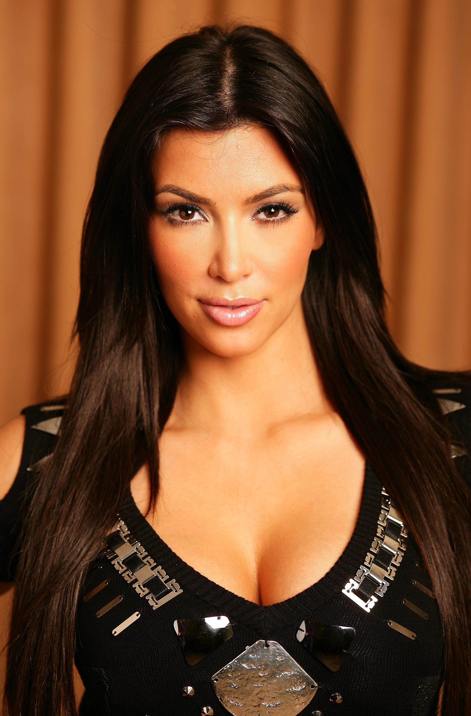 74686_Kim_Kardashian_portait_session_sydney_4_122_382lo.jpg