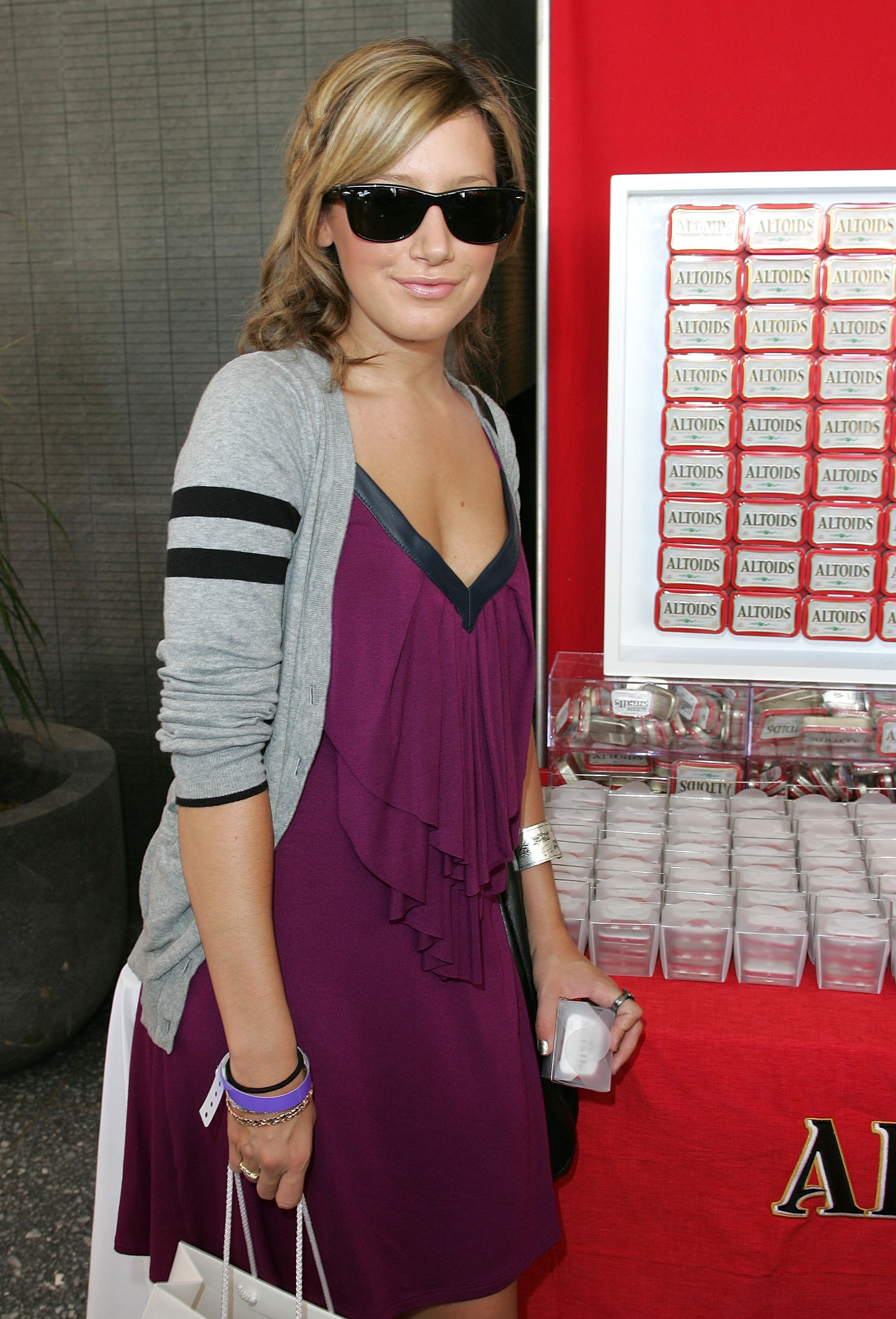 00762_Ashley_Tisdale_2008-09-18_-_The_Nine_West_suite_at_the_Kari_Feinstein_Emmy_Style_Lounge_122_1150lo.jpg