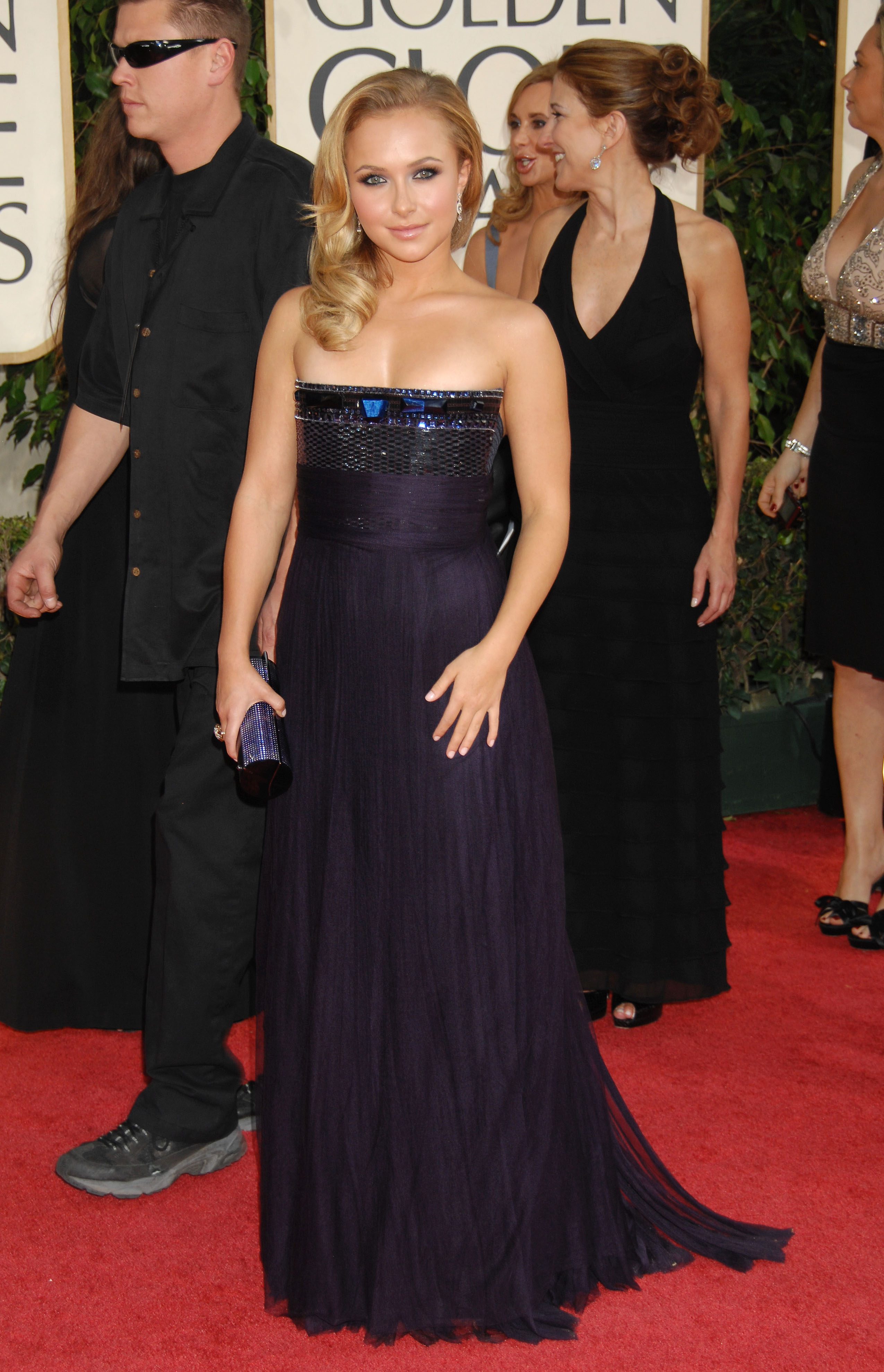 29468_Celebutopia-Hayden_Panettiere_arrives_at_the_66th_Annual_Golden_Globe_Awards-11_122_223lo.jpg