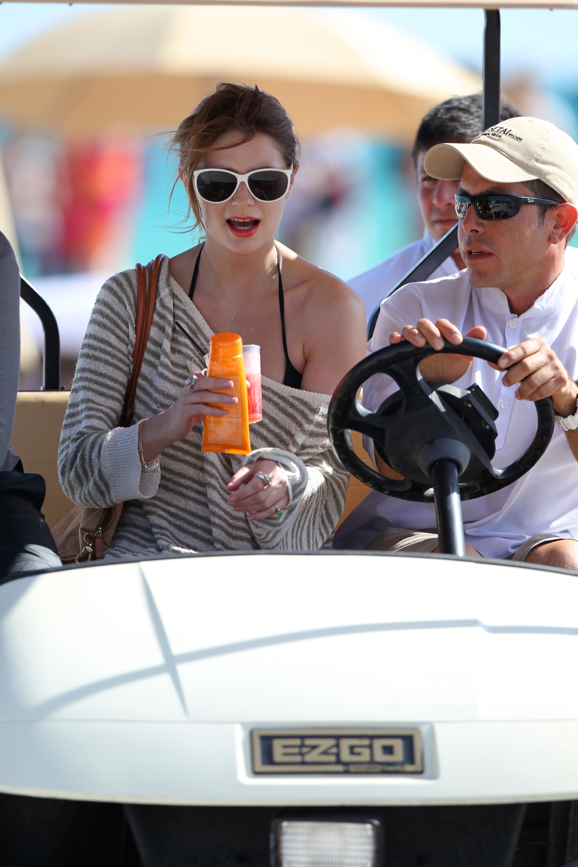 312869994_Mischa_Barton_Bikini_Candids_on_the_Beach_in_Miami_December_27_2011_267_122_452lo.jpg