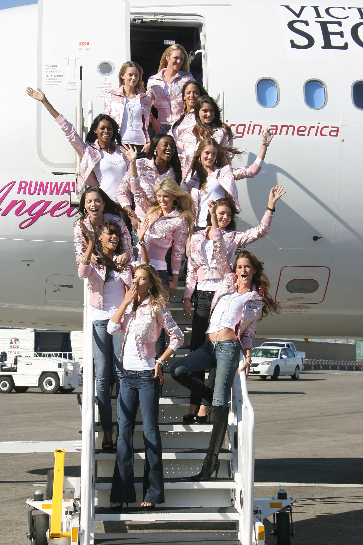 60634_celeb-city.eu_VS_Angels_arrive_at_LA_airport_11-12-2007_092_123_548lo.jpg