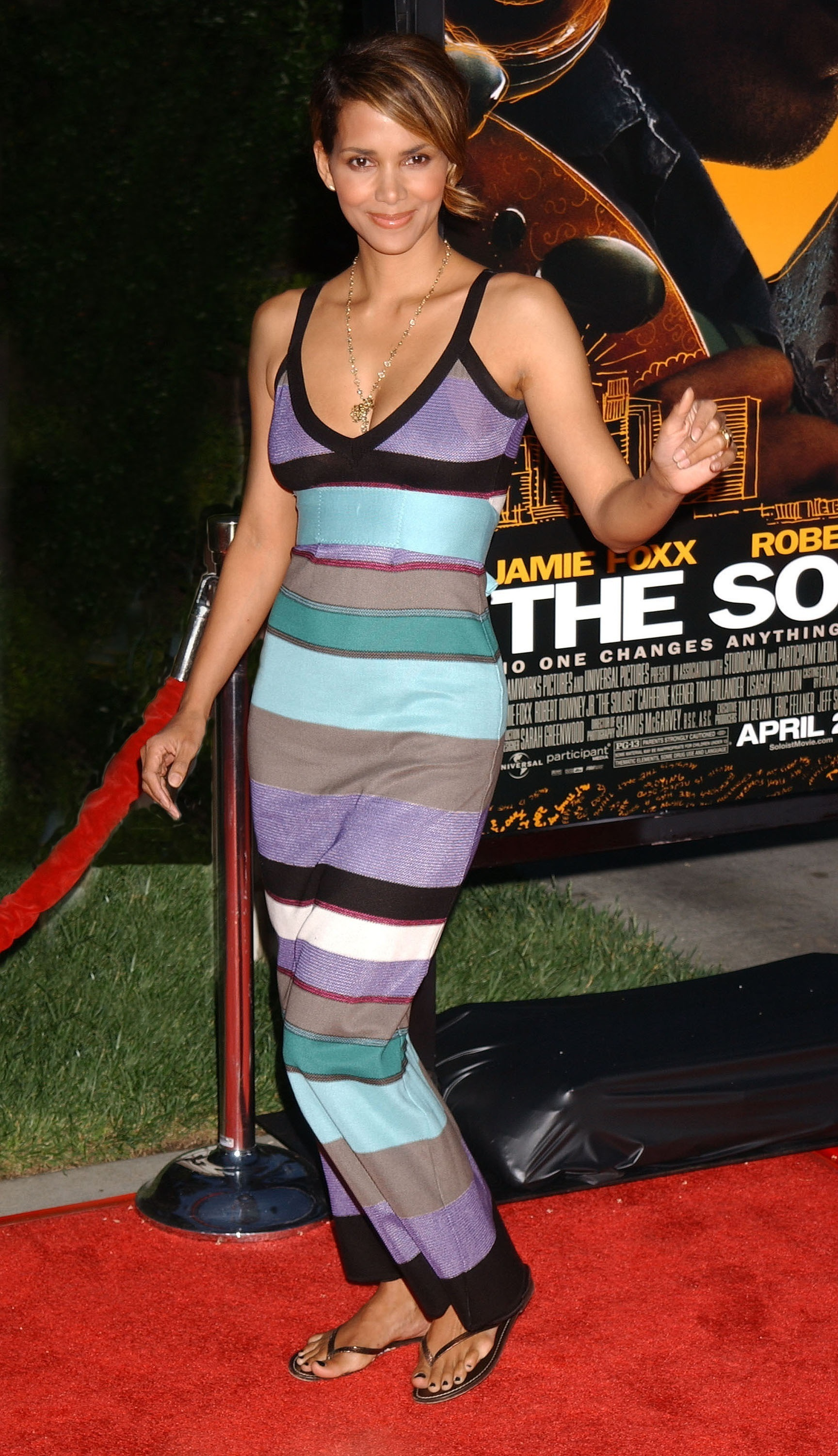 68697_Halle_Berry_The_Soloist_premiere_in_Los_Angeles_47_122_907lo.jpg