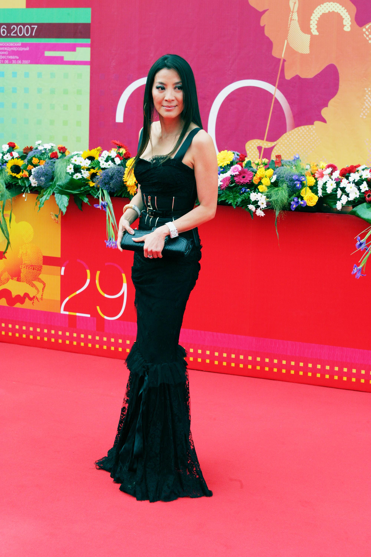 44389_Celebutopia-Michelle_Yeoh-International_Moscow_Film_Festival_closing_ceremony-04_122_1052lo.jpg