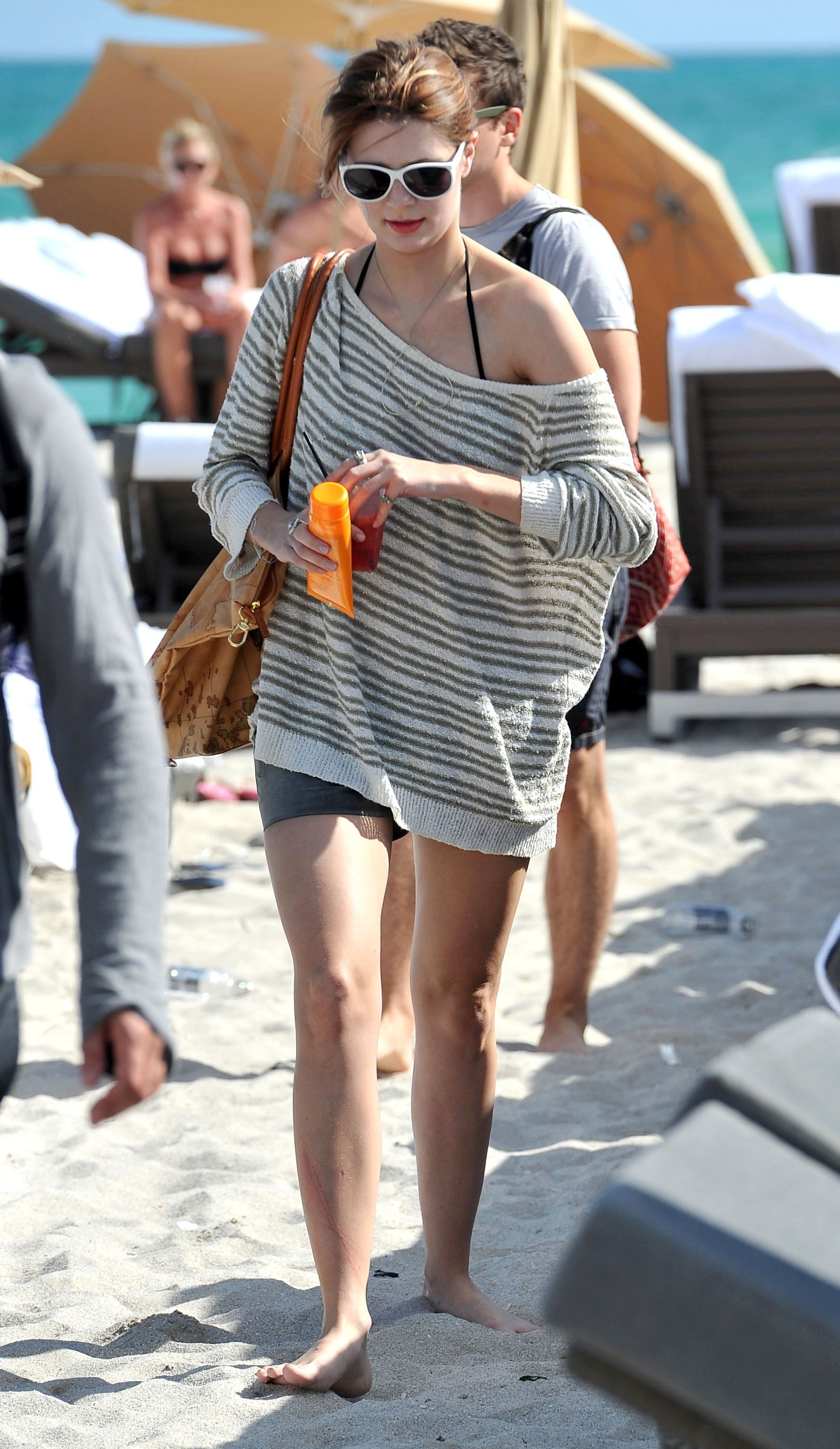 311862784_Mischa_Barton_Bikini_Candids_on_the_Beach_in_Miami_December_27_2011_121_122_248lo.jpg