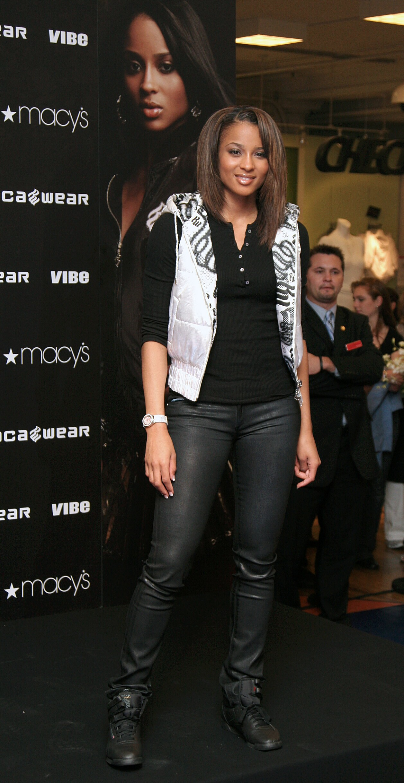 57527_celeb-city.eu_Ciara_visits_Macys_in_Herald_Square_05_123_851lo.jpg