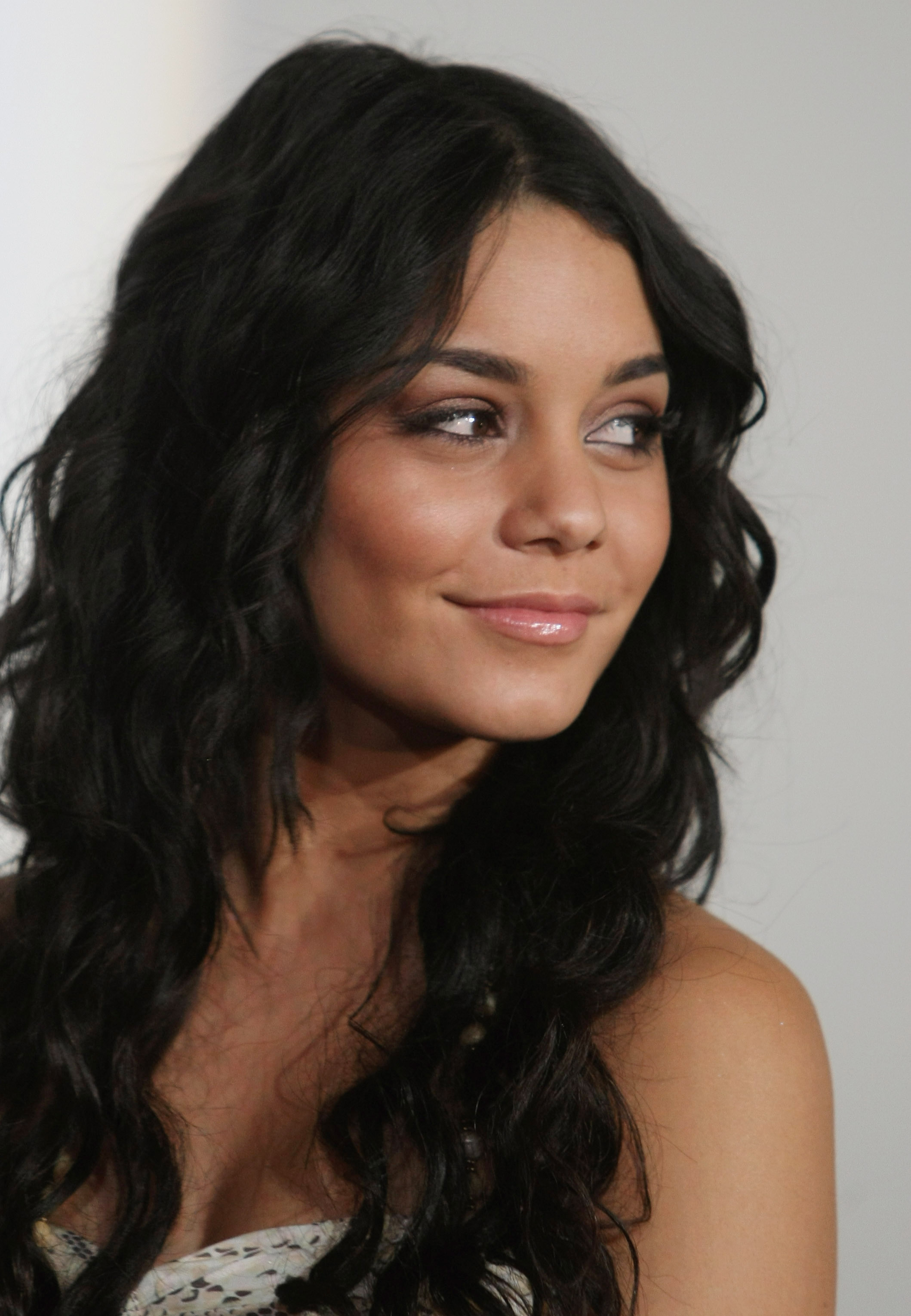 28785_Celebutopia-Vanessa_Hudgens-High_School_Musical_3_Senior_Year_German_premiere_in_Munich-08_122_785lo.jpg