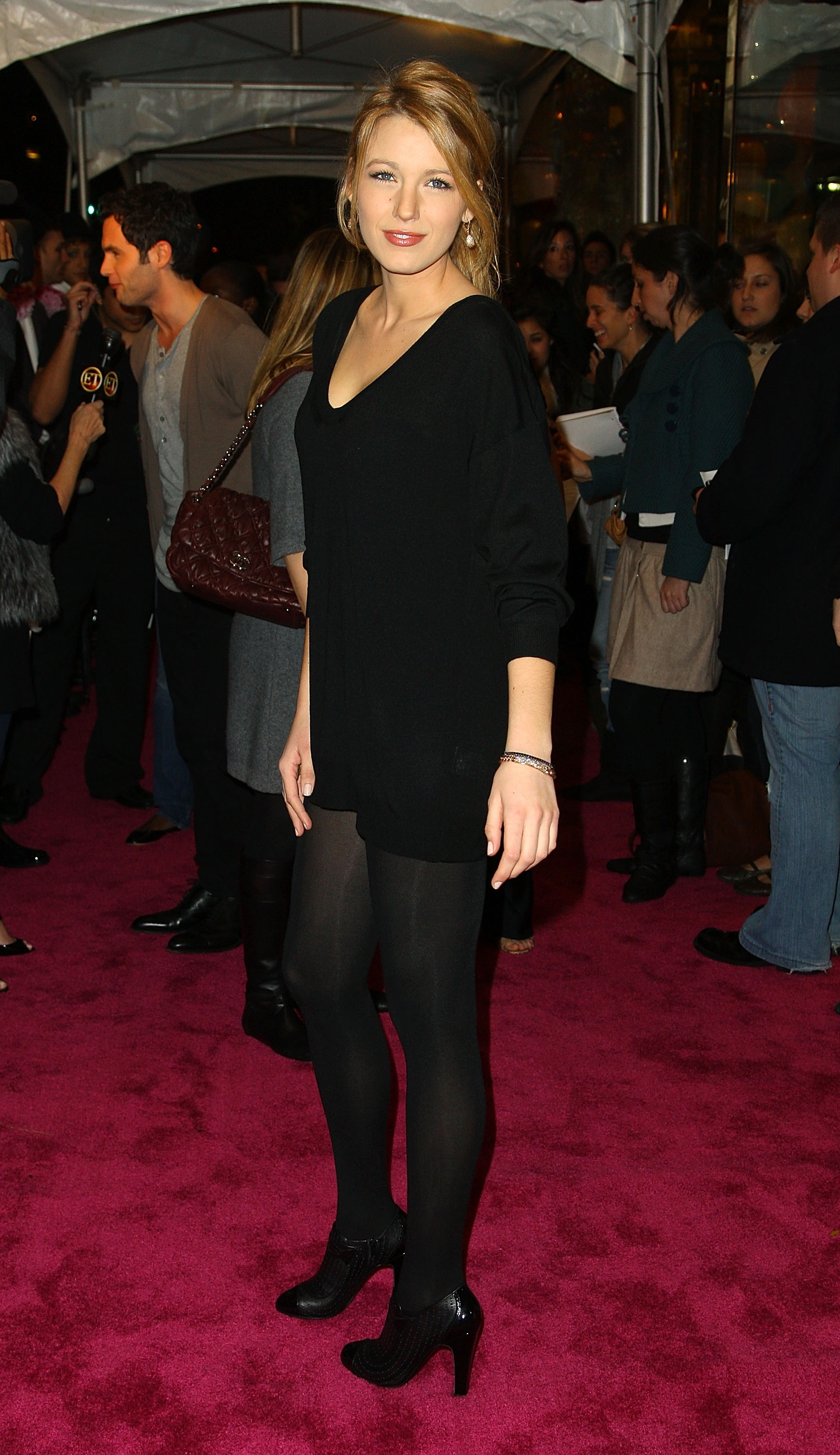 58840_Celebutopia-Blake_Lively-Opening_party_for_Juicy_Couture3s_5th_Avenue_flagship_store-03_122_991lo.jpg