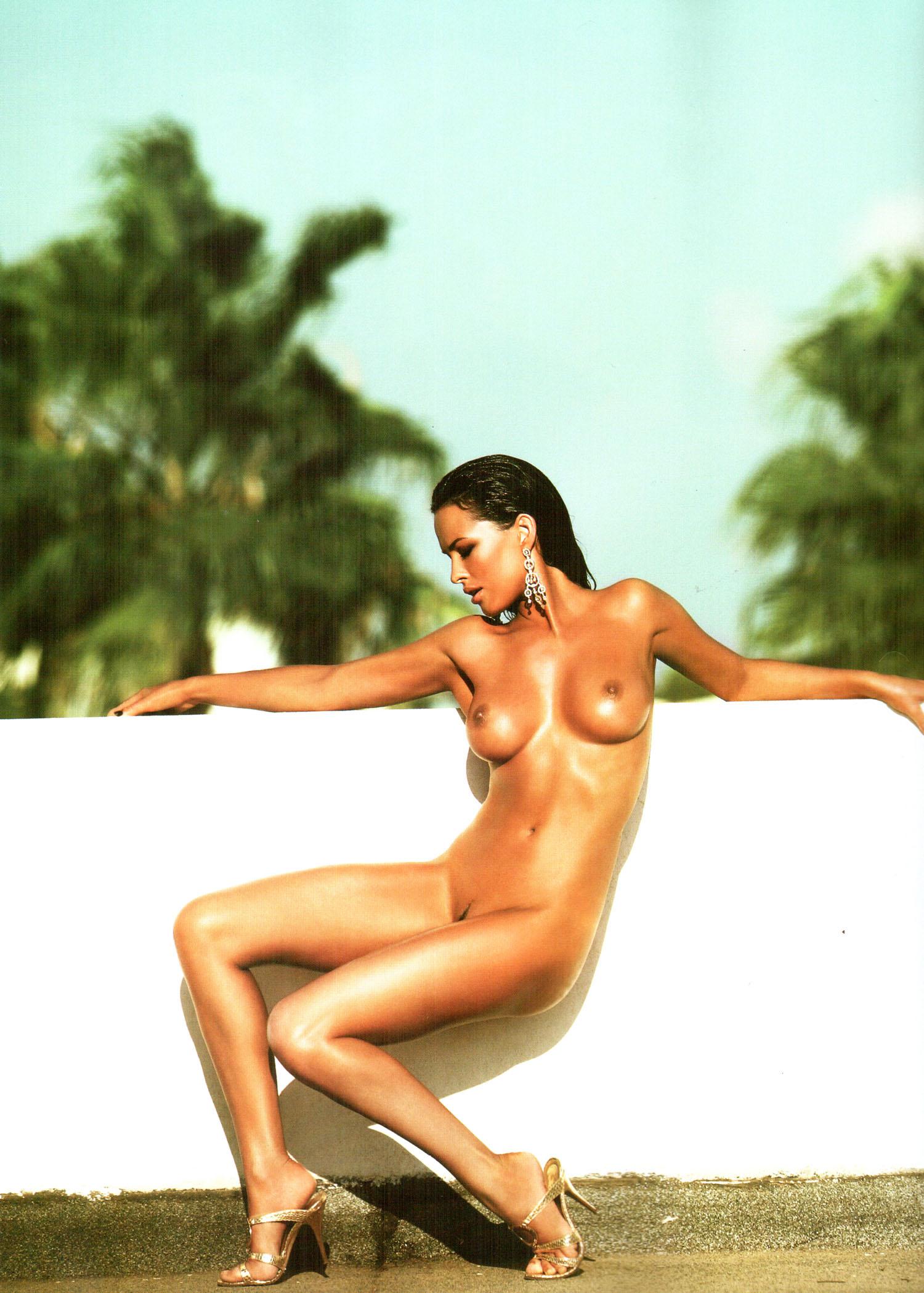 59224_Playboy_Ukraine_12-2007_6_122_20lo.jpg