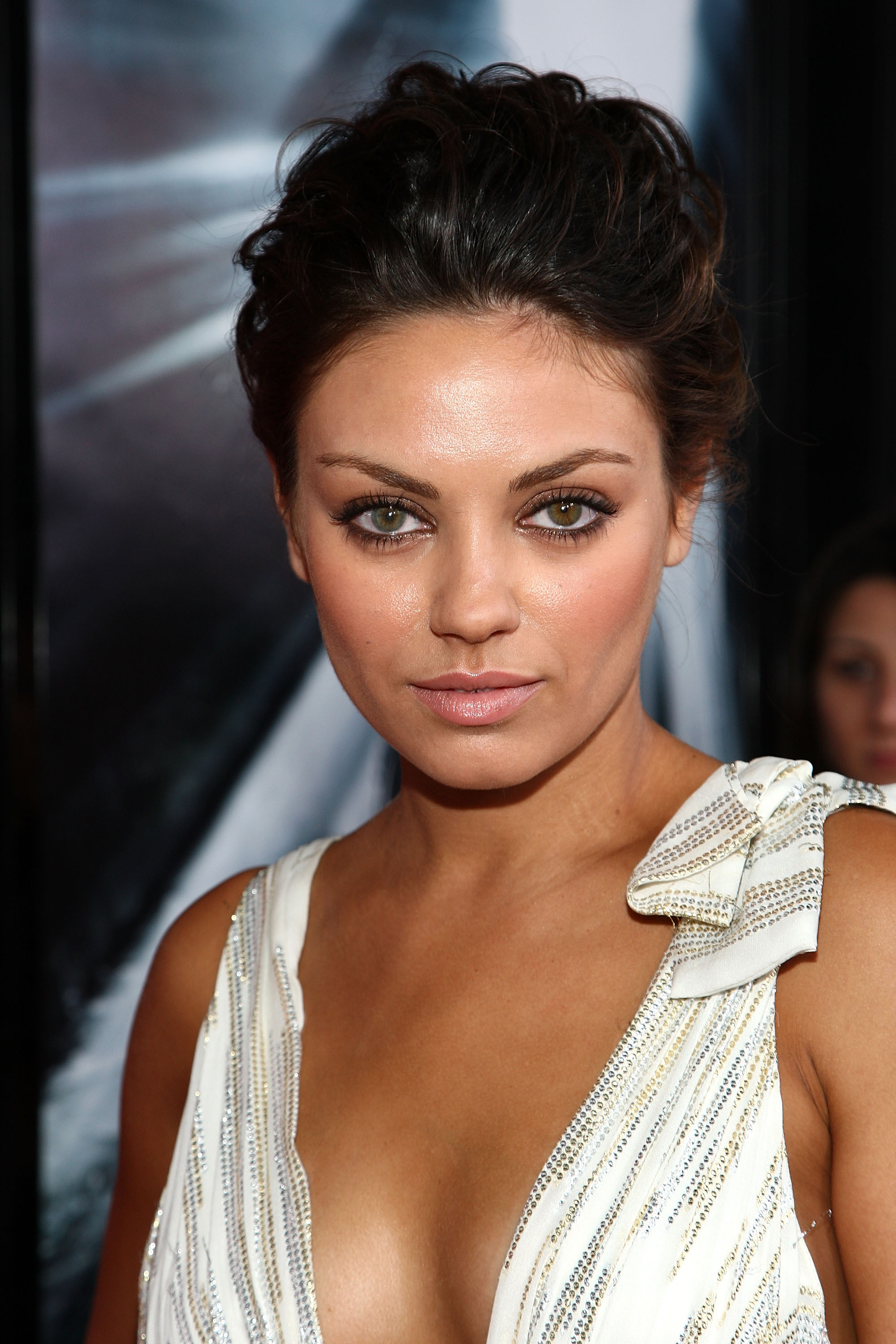 64370_Celebutopia-Mila_Kunis_arrives_for_the_premiere_of_the_Max_Payne-13_122_1032lo.jpg