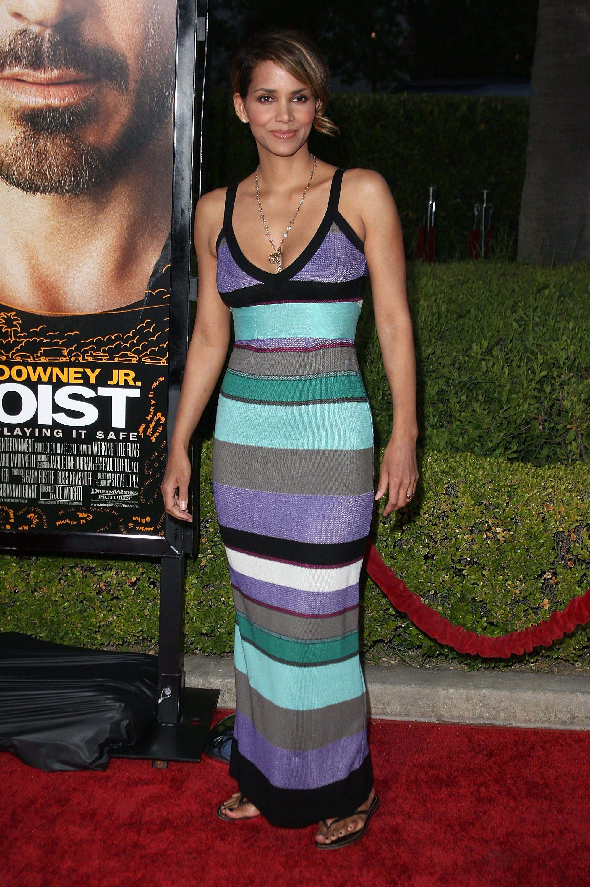 64667_Halle_Berry_The_Soloist_premiere_in_Los_Angeles_23_122_725lo.jpg