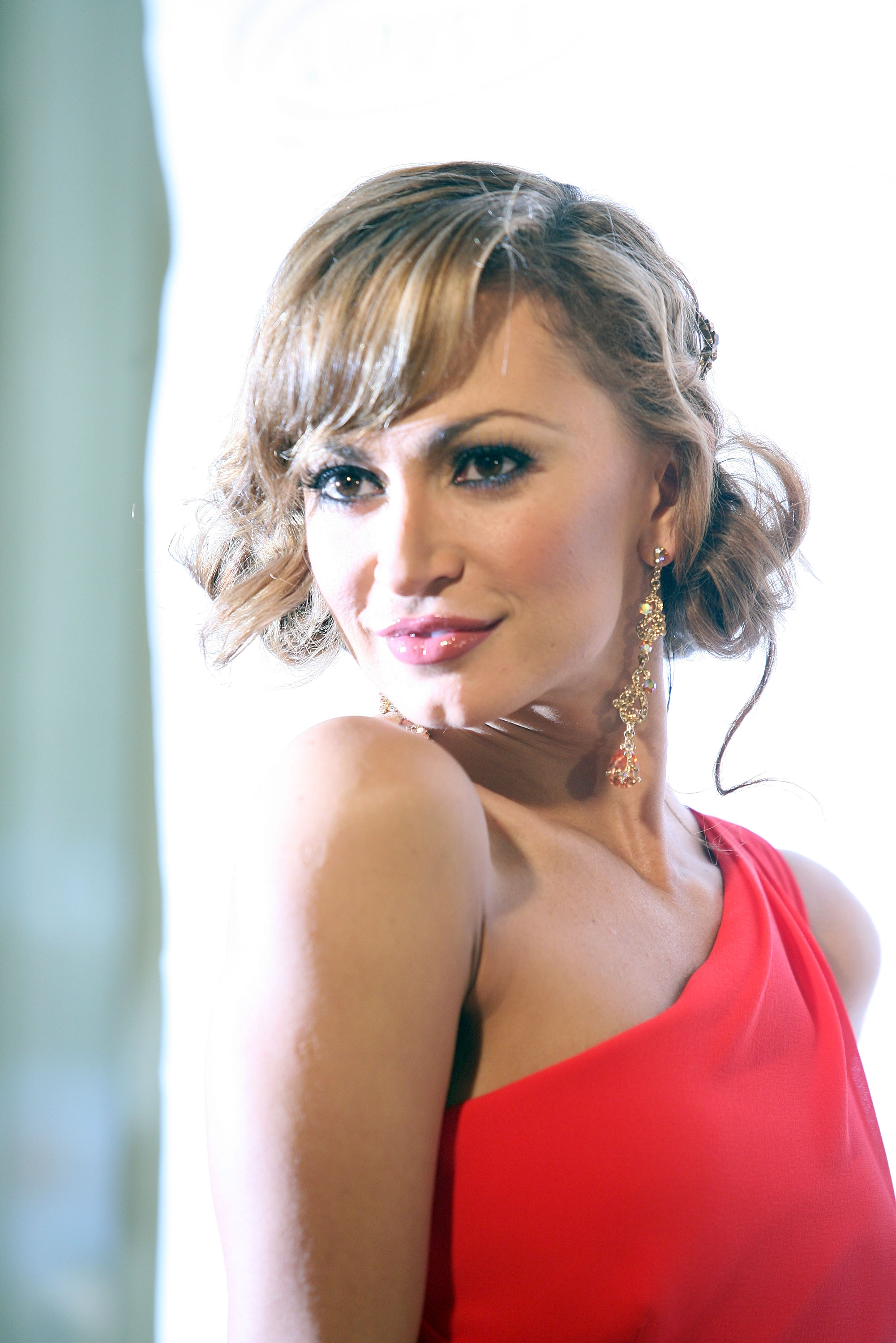 30361_Karina_Smirnoff_2008-11-07_-_Lupus_LA7s_Sixth_Annual_Hollywood_Bag_Ladies_Luncheon_in_Beverly_H_3137_122_1051lo.jpg