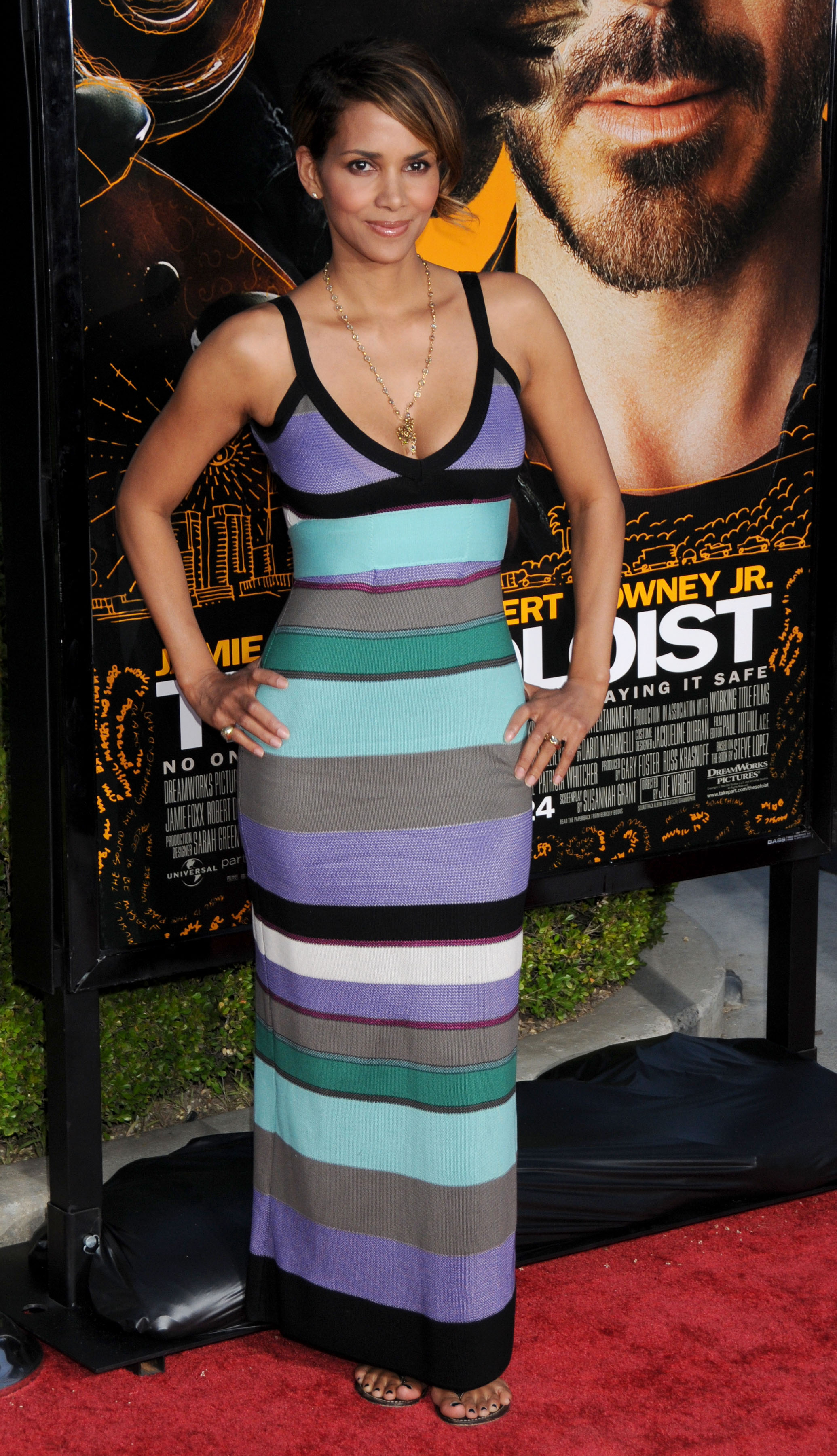 68105_Halle_Berry_The_Soloist_premiere_in_Los_Angeles_28_122_599lo.jpg