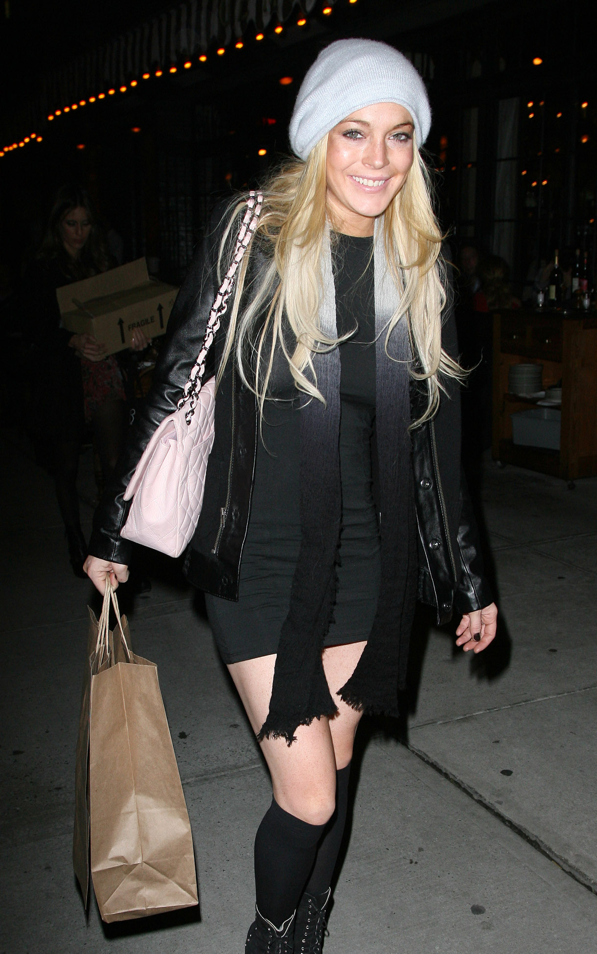 67303_Lindsay_Lohan_out_to_dinner_in_New_York_City-2_122_98lo.jpg