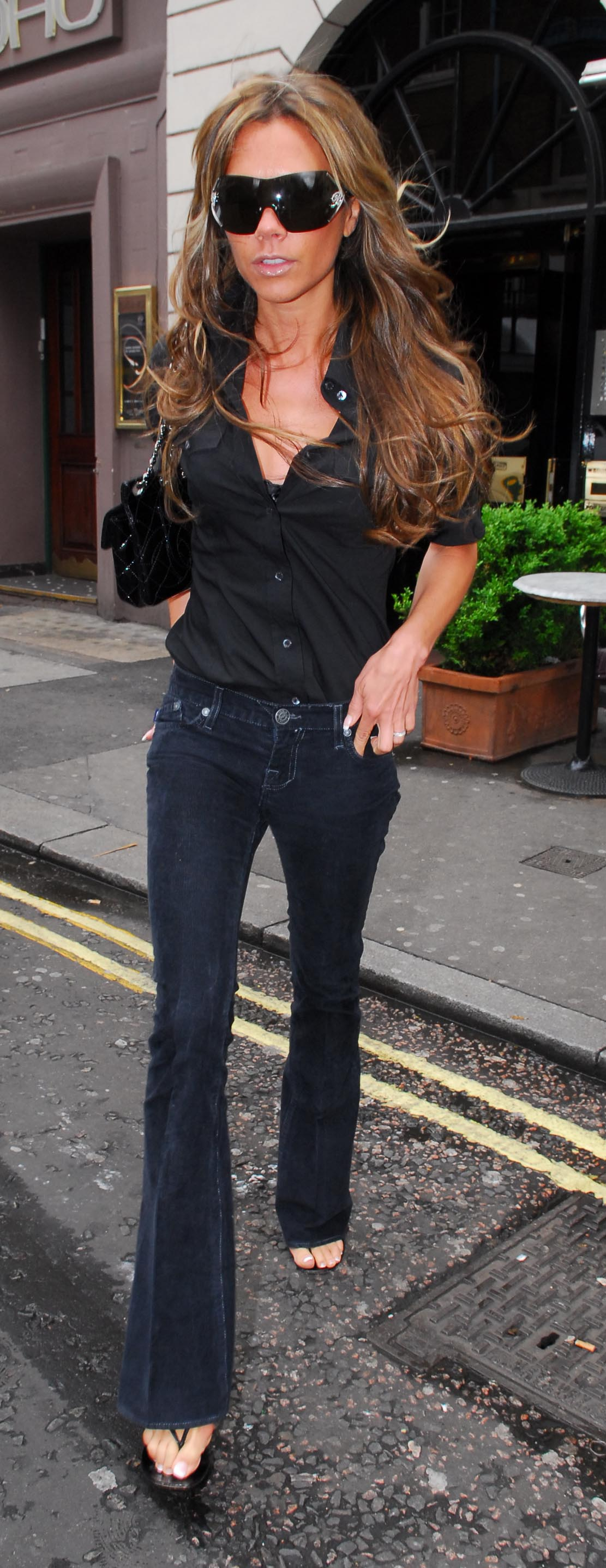 93983_Victoria_Beckham_out_and_about_in_London_14.jpg