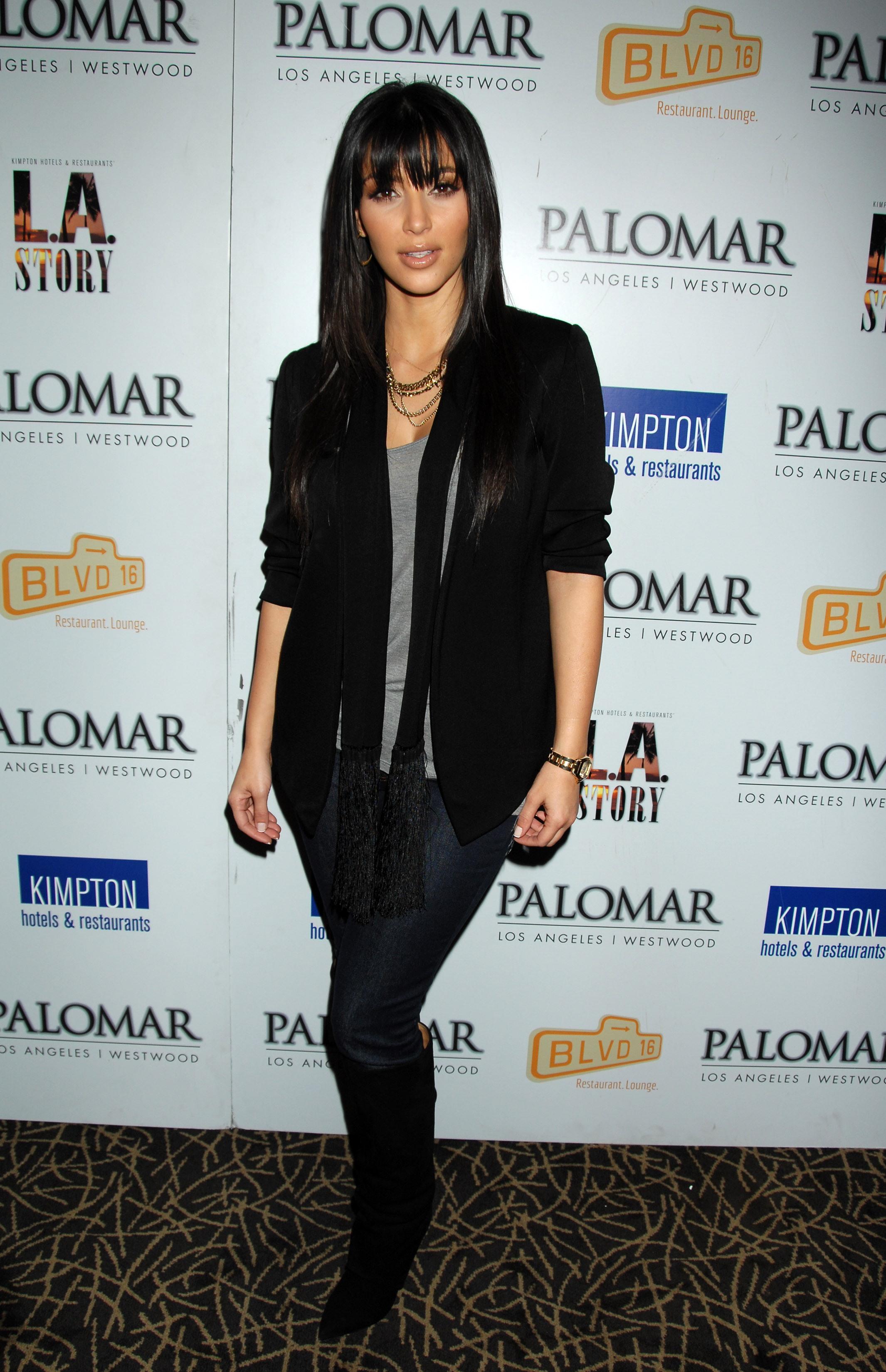 03305_Kim_Kardashian_2008-12-08_-_A_Night_For_Change_benefiting_Alternative_Intervention_Models_in_LA_248_122_695lo.jpg