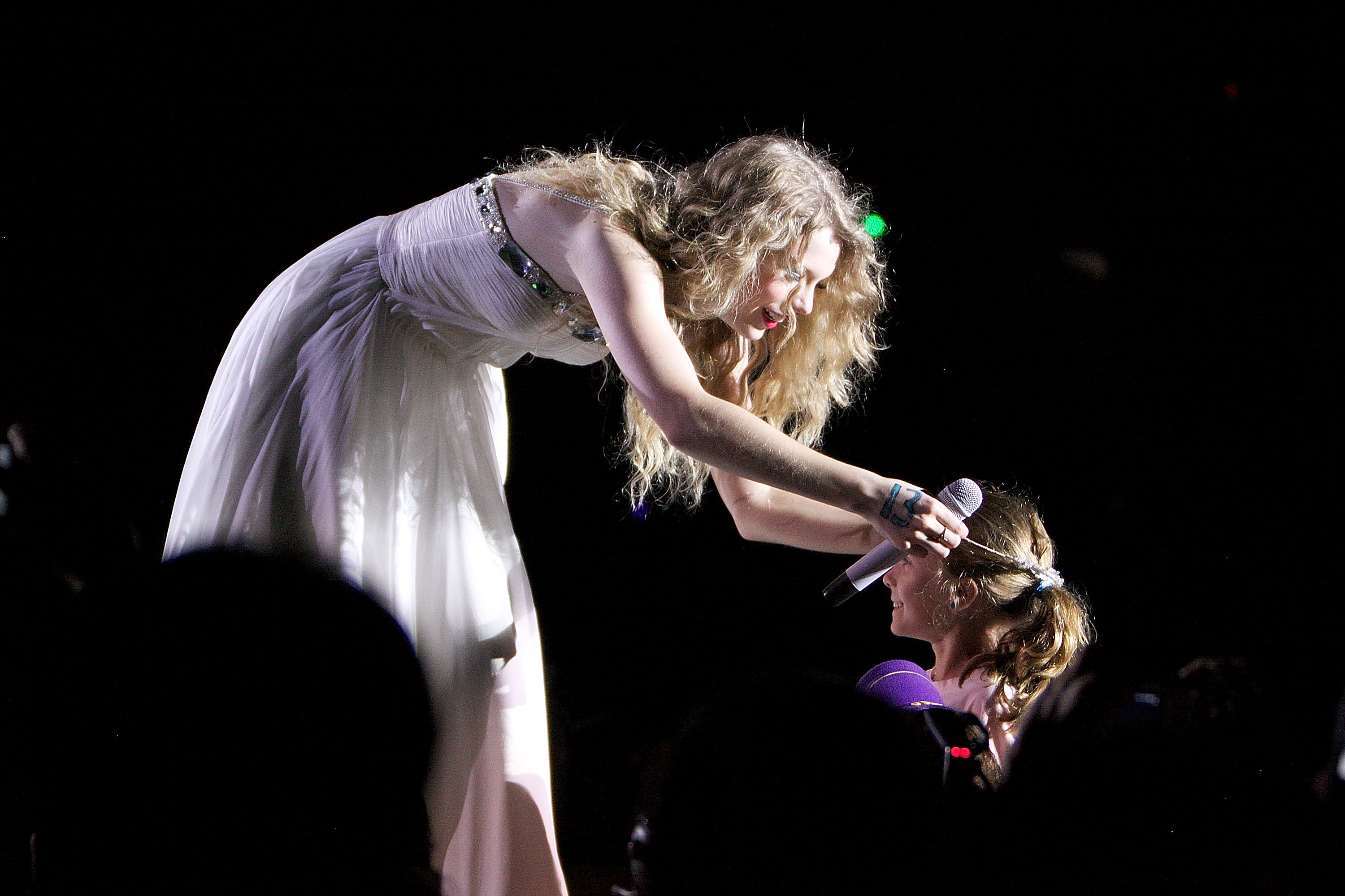 32837_Taylor_swift_performs_her_Fearless_Tour_at_Tiger_Stadium_050_122_74lo.jpg
