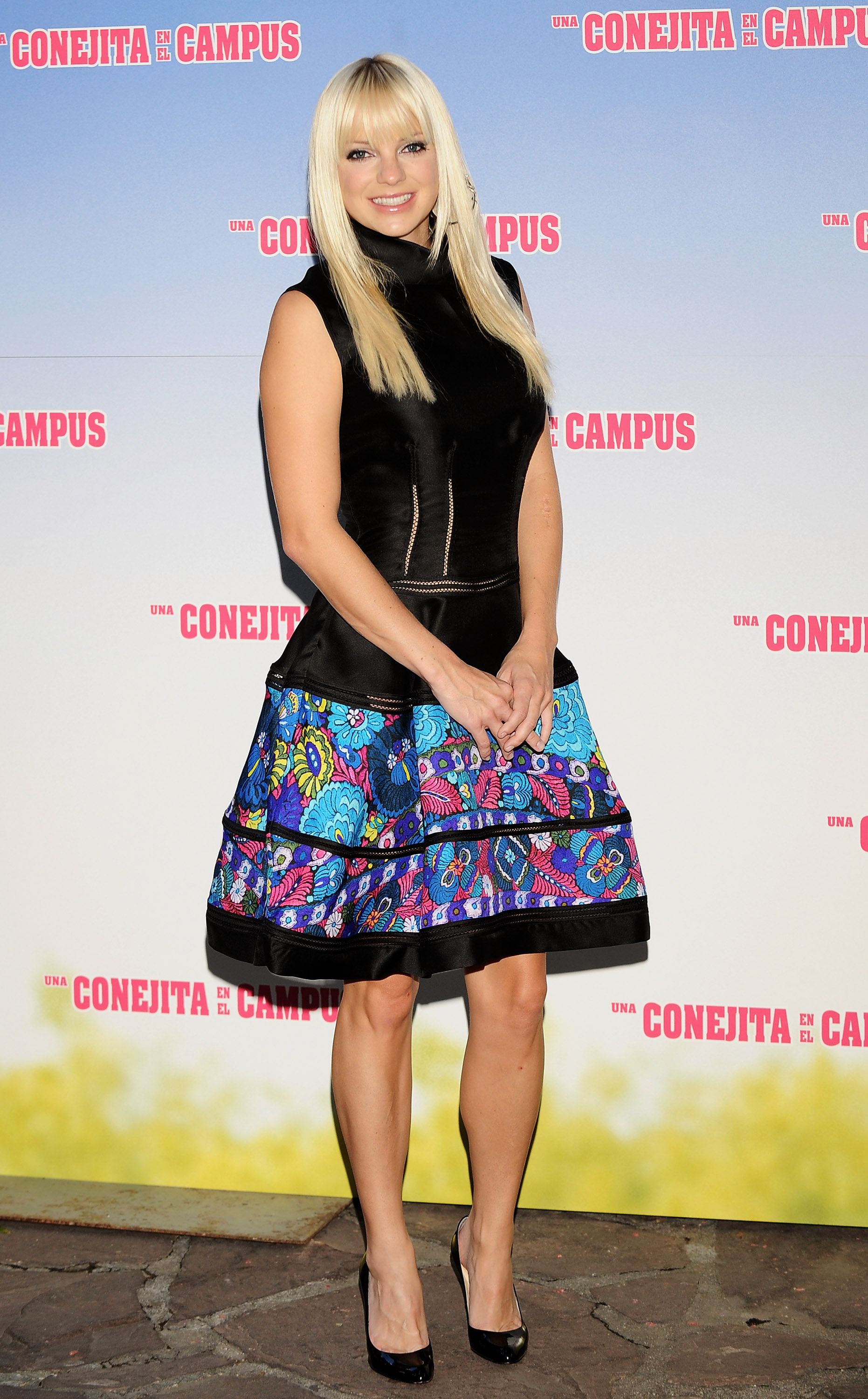 67388_Celebutopia-Anna_Faris-The_House_Bunny_photocall_in_Madrid-16_122_1149lo.jpg