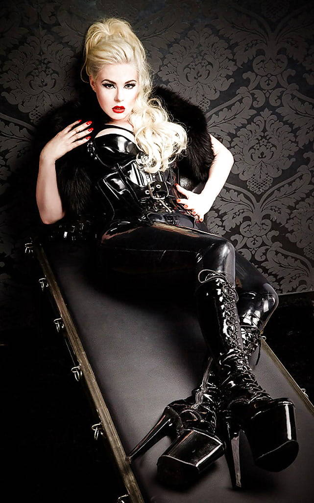 988466767_corset_pjd7mz13V21xsv2edo1_1280_123_504lo.jpg