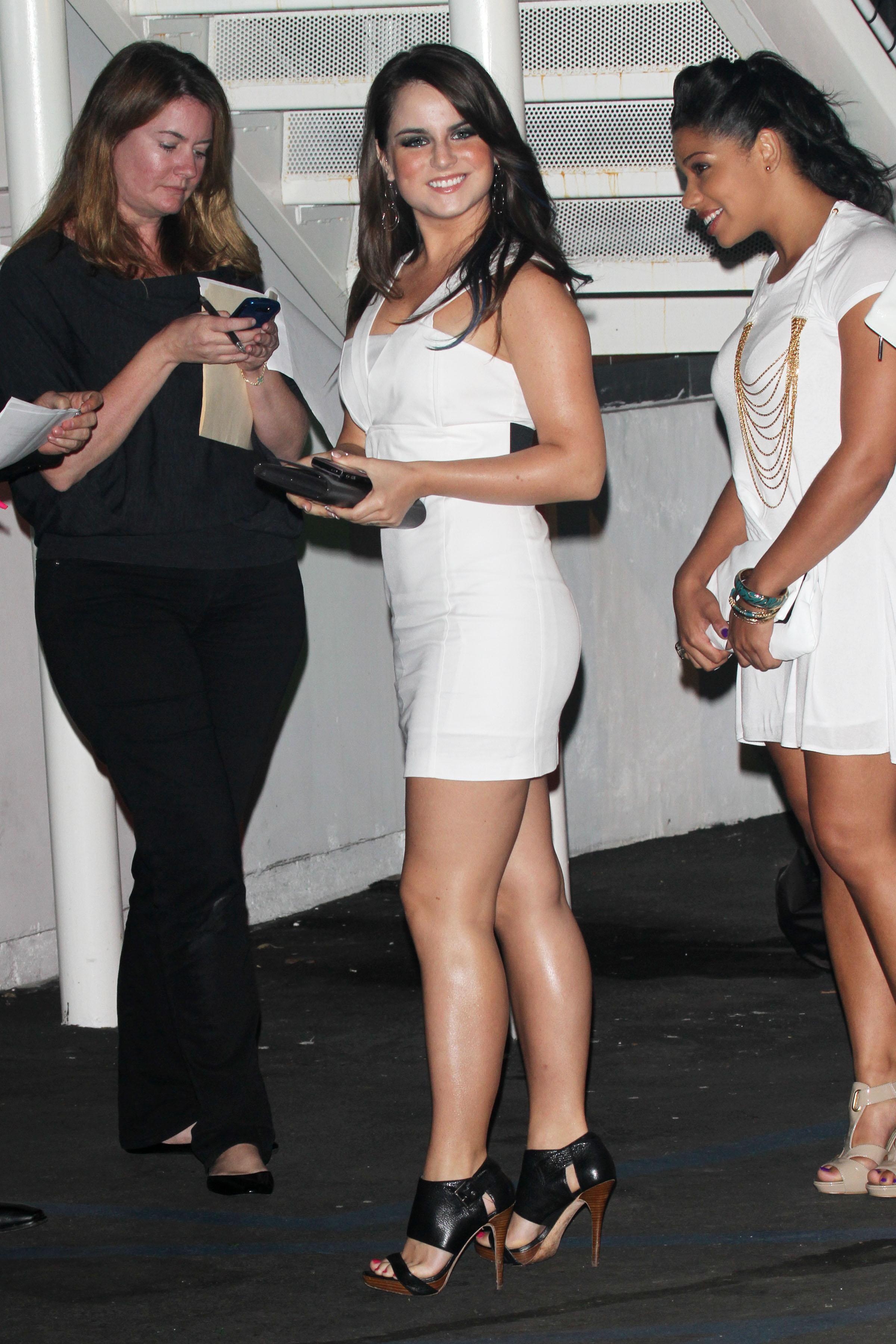 73857_Joanna_JoJo_Levesque_arrives_to_celebrate_Katy_Perrys_25th_birthday_party-4_122_517lo.jpg