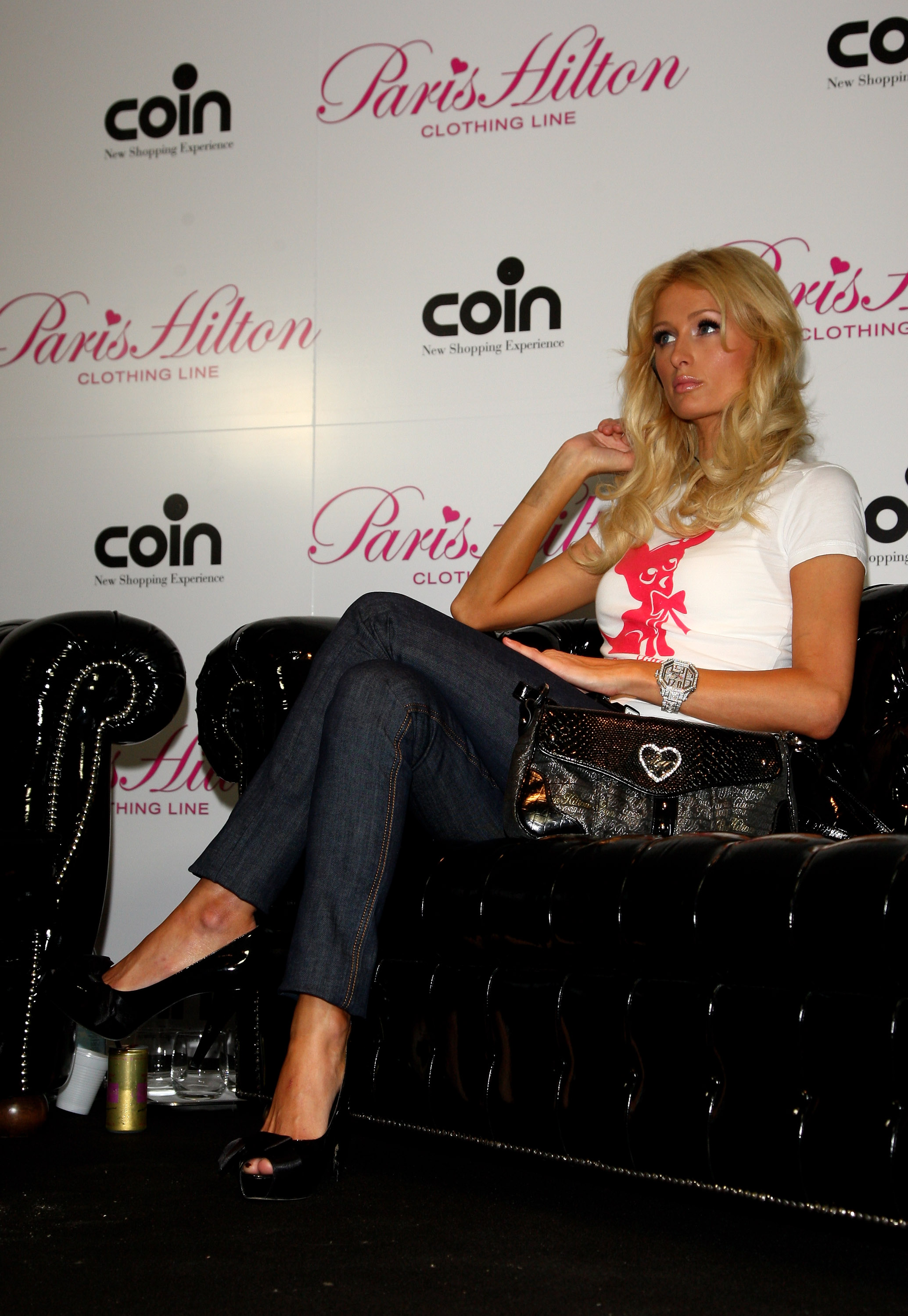 11600_Celebutopia-Paris_Hilton-Launch_of_Paris_Hilton_clothing_line-56_122_776lo.jpg
