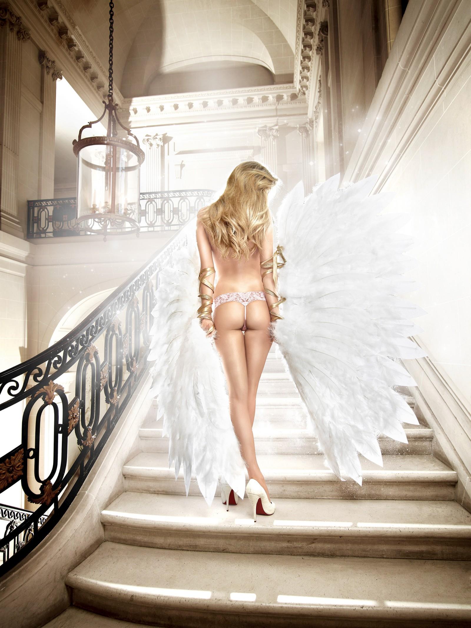 036907617_tduid2346_Elle_Liberachi_baci_lingerie_kanoni_2011_10_122_440lo.jpg
