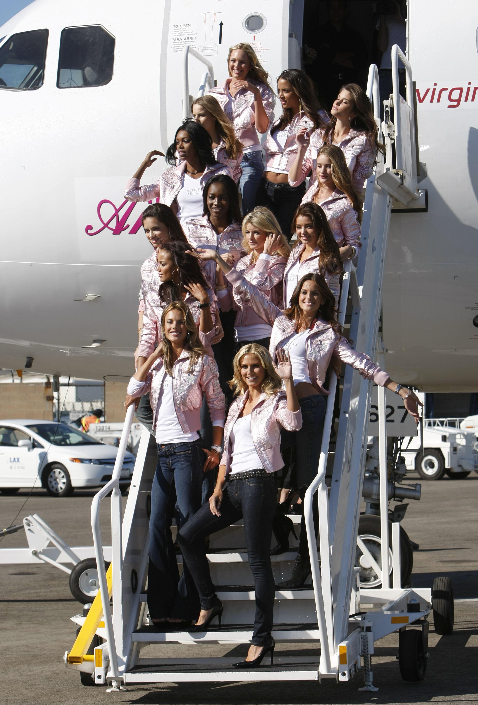 60343_celeb-city.eu_VS_Angels_arrive_at_LA_airport_11-12-2007_032_123_952lo.jpg